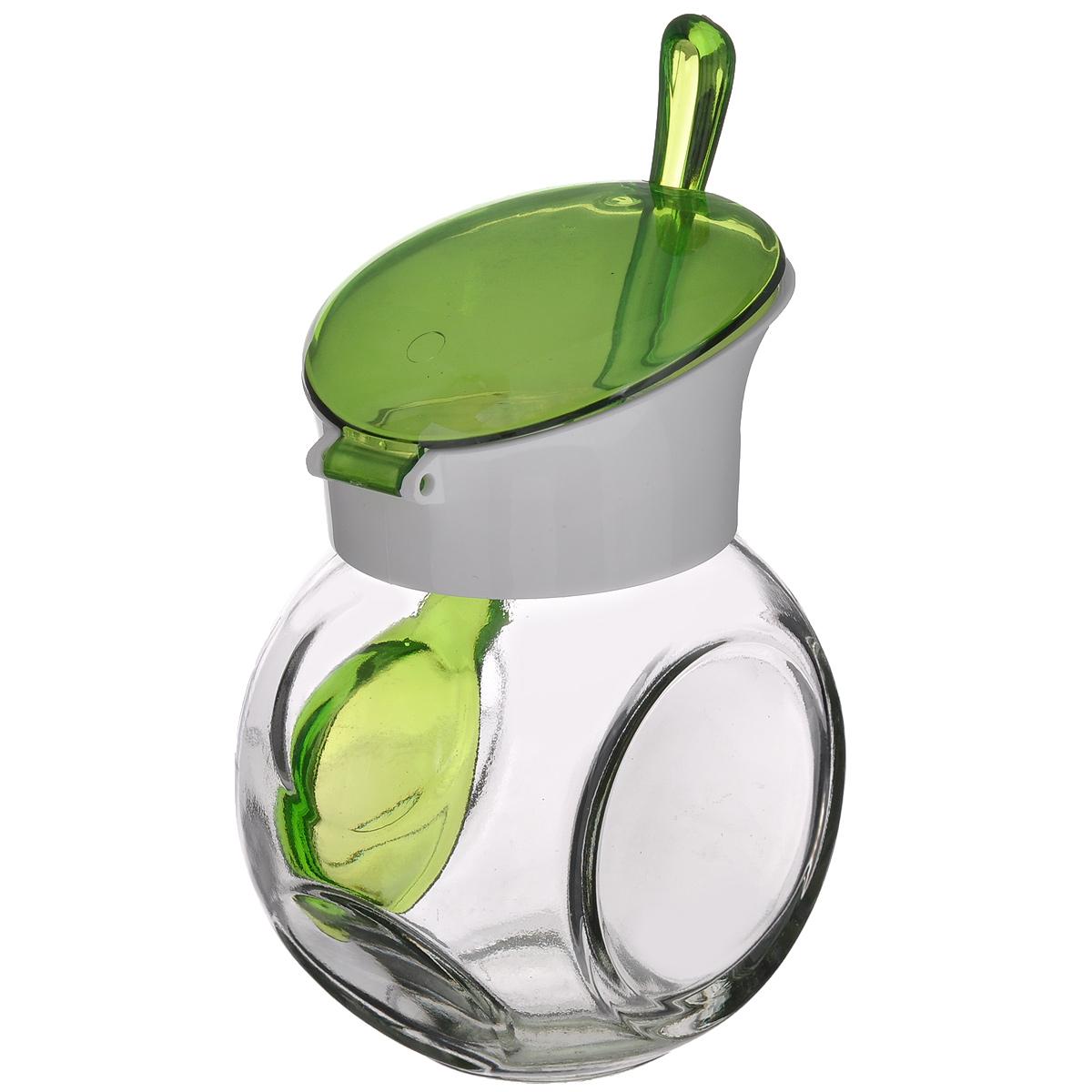 Емкость для соуса Herevin, с ложкой, цвет: зеленый, белый, 225 мл131004-000_зеленый, белыйЕмкость для соуса Herevin изготовлена из прочного стекла. Банка оснащена пластиковой откидной крышкой и ложкой. Изделие предназначено для хранения различных соусов. Функциональная и вместительная, такая банка станет незаменимым аксессуаром на любой кухне. Можно мыть в посудомоечной машине. Пластиковые части рекомендуется мыть вручную.Диаметр (по верхнему краю): 4,5 см.Высота банки (без учета крышки): 8 см.Длина ложки: 13 см.