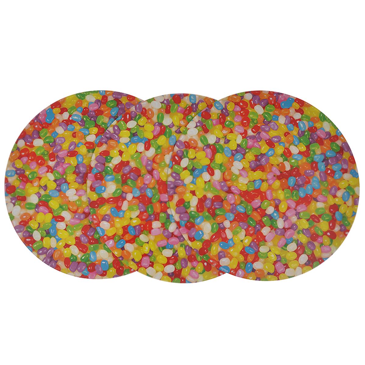 Основа для торта Wilton Веселая фасоль, диаметр 30 см, 3 штWLT-2104-7015Круглая основа для торта Wilton Веселая фасоль изготовлена из гофрированного картона сжиронепроницаемым покрытием, оформленным красочным принтом в виде разноцветных драже.Основа предназначена для круглого торта диаметром около 25 см или небольших праздничныхугощений и закусок (например, пирожных, канапе). Основа удобна для работы, перекладываниякоржей, хранения и переноски торта. В комплекте 3 основы.Диаметр: 30 см.
