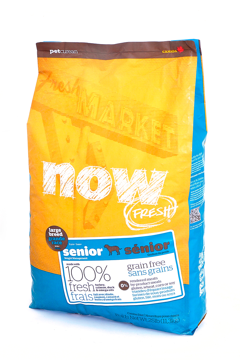 Корм сухой Now Fresh, для собак крупных пород старше 5 лет, для контроля веса, беззерновой, с индейкой, уткой и овощами, 11,35 кг10135Now! Fresh - беззерновой корм для собак крупных пород прекрасно подходит пожилым собакам крупных пород старше 5 лет и взрослым собакам крупных пород (1-5 лет) с избыточным весом. При производстве корма используется только свежее мясо индейки, утки, лосося, кокосовое и рапсовое масло. Беззерновой корм со сбалансированным содержание белков и жиров помогает вашему животному оставаться здоровым и сохранять отличную форму. Не содержит субпродуктов, красителей, говядины, мясных ингредиентов, выращенных на гормонах. Новозеландские зеленые мидии, глюкозамин и хондроитин способствуют здоровью суставов. L-карнитин и таурин необходимы для здоровья сердечно-сосудистой системы. Пробиотики и пребиотики обеспечивают здоровое пищеварение. Омега-масла в составе необходимы для здоровой кожи и шерсти. Антиоксиданты укрепляют иммунную систему.Состав: филе индейки, картофель, зеленый горошек, свежие цельные яйца, тапиока, картофельная мука, натуральный ароматизатор, утиное филе, филе лосося, горох, семена льна, яблоки, сладкий картофель, фосфат кальция, рапсовое масло, кокосовое масло (источники витамина Е), люцерна, морковь, тыква, бананы, черника, клюква, ежевика, папайя, чечевица, брокколи, шпинат, кабачок, гранат, сухой корень цикория, сушеные водоросли, карбонат кальция, натрия, хлорид калия, витамины (витамин А, витамин D3, витамин Е, инозитол, ниацин, L-аскорбил-2-полифосфатов (источник витамина С), D-пантотенат кальция, мононитрат тиамина, бета-каротин, рибофлавин, пиридоксин гидрохлорид, фолиевая кислота, биотин, витамин В12), минералы (цинк метионин комплекс, цинка протеинат, железа протеинат, меди протеинат, оксид цинка, марганца протеинат, сульфат меди, сульфат железа, йодат кальция, оксид марганца, селена, дрожжи), таурин, DL-метионин, L-лизин, экстракт водорослей, глюкозамин гидрохлорид, Lactobacillus, Enterococcusfaecium, Aspergillus, дрожж