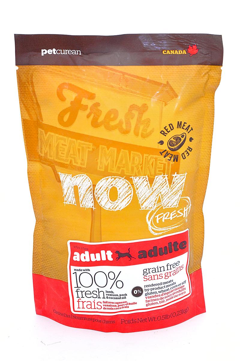 Корм сухой Now Fresh для взрослых собак, беззерновой, с олениной и ягненком, 230 г10332Корм сухой Now Fresh для взрослых собак изготовлен из 100% свежего ягненка и оленины, а так же обогащен маслами кокосового ореха и рапса. Полностью сбалансированный холистик корм из филе ягненка и оленины, выращенных на канадских фермах, для взрослых собак всех пород.Ключевые преимущества: - содержит только свежее мясо(питомец получает белок высокого качества, который быстро усваивается организмом), - первый беззерновой корм со сбалансированным содержанием белков и жиров,- содержит пре- и пробиотики, антиоксиданты, а также жизненно необходимые кислоты омега-3 и омега-6. Состав: свежее филе ягненка, цельные сушеные яйца, картофель, картофельная мука, горох,гороховая мука, свежее филе оленя, филе свинины, яблоки, семена льна, рапсовое масло (источник витамина Е), натуральный ароматизатор, кокосовое масло (источник витамина Е), сладкий картофель, карбонат кальция, дикальция фосфат, люцерна, томат, морковь, тыква, кабачок, бананы, черника, клюква, ежевика, гранат, папайя, чечевица, брокколи, сушеный корень цикория, хлорид натрия, хлорид калия, хлорид холина, витамины (витамин А, витамин D3, витамин Е, инозитол, ниацин, L-аскорбил-2-полифосфатов (источник витамина С), D-пантотенат кальция, мононитрат тиамина, бета-каротин, рибофлавин, пиридоксина гидрохлорид, фолиевая кислота, биотин, витамин В12), минералы (цинка протеинат, железа протеинат, меди протеинат, оксид цинка, марганца протеинат, сульфат меди, сульфат железа, йодат кальция, оксид марганца, дрожжи селена), таурин, DL-метионин, L-лизин, Лактобактерии, Энтерококки, L-карнитин, сушеный розмарин. Гарантированный анализ: белки - 24%, жиры - 16%, клетчатка - 4%, влажность - 10%, кальций - 1,1%, фосфор - 0,6%, жирные кислоты Омега 6 - 2,2%, жирные кислоты Омега 3 - 0,4%. Калорийность: 3701 ккал/кг. Вес: 2,72 кг. Товар сертифицирован.