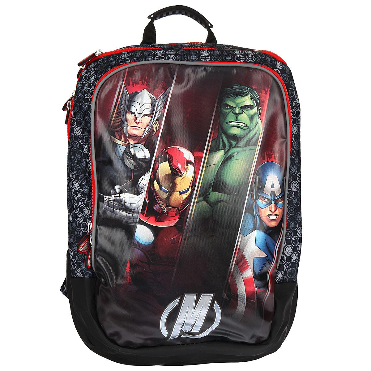 Рюкзак школьный Мстители, цвет: черный, серый, красный. 2590225902Вместительный ортопедический рюкзак Мстители обязательно понравится вашему школьнику.Он выполнен из прочного и водонепроницаемого материла черного, серого и красного цветов и оформлен изображением героев из мультсериала Мстители.Содержит два вместительных отделения, закрывающиеся на застежки-молнии с двумя бегунками. Бегунки застежки дополнены прорезиненными держателями. В большом отделении имеется прорезной карман на молнии. Лицевая сторона рюкзака оснащена накладным карманом на застежке-молнии, внутри которого расположены три кармашка для канцелярских принадлежностей. Ортопедическая спинка равномерно распределяет нагрузку на плечевые суставы и спину. Конструкция спинки дополнена эргономичными подушечками, противоскользящей сеточкой и системой вентиляции для предотвращения запотевания спины ребенка. Мягкие широкие лямки позволяют легко и быстро отрегулировать рюкзак в соответствии с ростом. Рюкзак оснащен эргономичной ручкой для удобной переноски в руке. Прочное дно обеспечивает рюкзаку защиту от загрязнений. Светоотражающие элементы обеспечивают безопасность в темное время суток.Многофункциональный школьный рюкзак станет незаменимым спутником вашего ребенка в походах за знаниями.Вес рюкзака без наполнения: 800 г.Рекомендуемый возраст: от 7 лет.