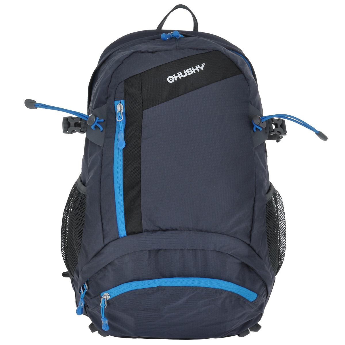 Рюкзак туристический Husky Stingy, цвет: серый, черный, синий, 28 лУТ-000053013Рюкзак Husky Stingy - незаменимый атрибут туриста! Он выполнен из нейлона и оснащен светоотражательными элементами. Благодаря своей конструкции, такой рюкзак особенно понравится велосипедистам.С этим вместительным рюкзаком можно отправиться в любое путешествие. Его удобно носить за плечами благодаря широким лямкам, грудному ремню, ремню на поясе и жесткой выгнутой спинке с системой вентиляции спины. Основное отделение имеет объем 28 л. Доступ к нему открывается сверху (закрывается на застежку-молнию) и снизу (замок на застежке-молнии). Внутри главного отделения находится карман на резинке для гидратора.На лицевой стороне расположено 2 накладных кармана на молнии. По бокам рюкзака расположены 2 сетчатых кармана на резинке. На дне рюкзака находится карман с накидкой от дождя.Рюкзак Husky Stingy - отличный выбор как для велотуризма, так и для пеших путешествий. Вес: 980 г.