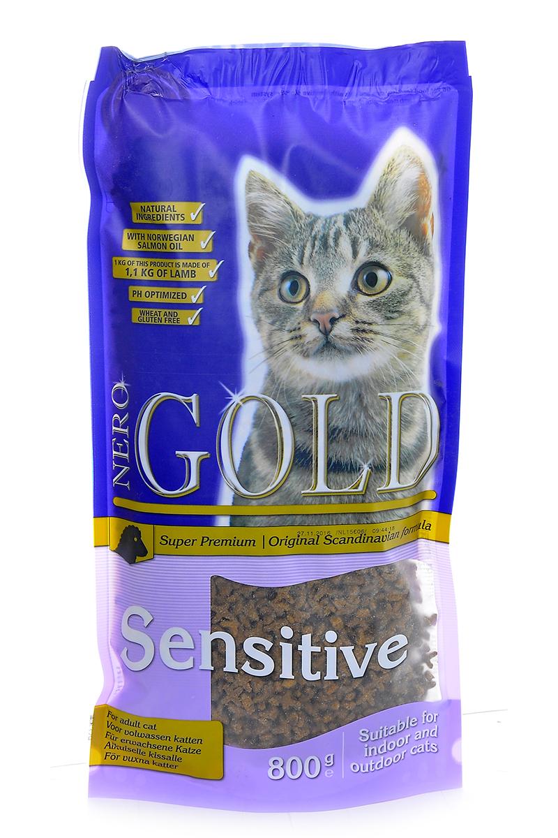 Корм сухой Nero Gold Sensitive, для кошек с чувствительных пищеварением, ягненок, 800 г20051Сухой корм Nero Gold Sensitive подходит для кошек с чувствительным пищеварением.Не содержит пшеницу, сою, молочные ингредиенты, говядину, свинину, субпродукты и ГМО. Состав: дегидрированное мясо ягненка, кукурузный глютен, мука, рис, маис, куриный жир, гидролизованная куриная печень, дегидрированная рыба, клетчатка (мин. 5 %), мякоть свеклы, дрожжи, яичный порошок, минералы и витамины, гидролизованные хрящи (источник хондроитина), гидролизат ракообразных (источник глюкозамина), рыбий жир, инулин (мин. 0,5 % FOS), лецитин (мин. 0,5 %), холина хлорид, таурин. Пищевая ценность: протеин 32%, жиры 18%, клетчатка 4,5%, зола 6,5%, влажность 8%, фосфор 1%, кальций 1,4%, натрий 0,45%, магний 0,08%.Пищевые добавки (на 1 кг): витамин A (E672) 20 000 IU, витамин D3 (E671) 2 000 IU, витамин E (альфа токоферола ацетат) 400 мг, витамин C (фосфат аскорбиновой кислоты) 250 мг, таурин 1000 мг, сульфат железа 75 мг, иодат кальция 1,5 мг, сульфат меди 5 мг, сульфат марганца 30 мг, сульфат цинка 65 мг. Товар сертифицирован.