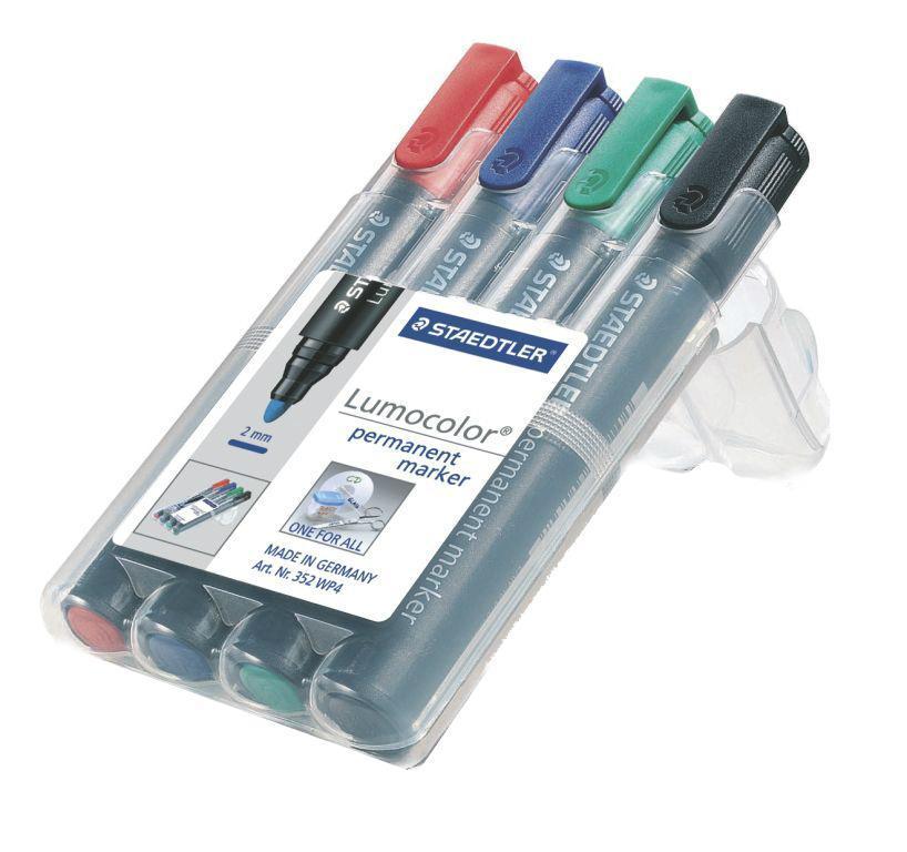 Staedtler Набор перманентных маркеров Lumocolor 4 цвета352Перманентные маркеры Staedtler Lumocolor применяются для письма на различных типах поверхностей: бумаге, пластике, стекле, фарфоре, дереве, металле, флипчарте и так далее.Быстросохнущие водостойкие чернила на спиртовой основе практически не имеют запаха. Уникальная система DRY SAFE позволяет оставлять маркер без колпачка на несколько дней без угрозы высыхания. Маркеры могут дозаправляться без контакта и вытекания чернил. В наборе 4 маркера различных цветов.