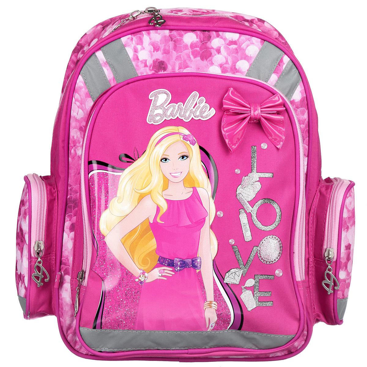 Рюкзак школьный Barbie, цвет: розовый, сиреневый. BRBB-RT2-836BRBB-RT2-836Школьный рюкзак Barbie привлечет внимание вашей школьницы. Выполнен из современных водонепроницаемых, износостойких материалов и оформлен изображением куклы Барби.Содержит вместительное отделение с двумя перегородками, которые позволяют разместить учебные принадлежности формата А4. Дно рюкзака можно сделать жестким, разложив специальную панель с пластиковой вставкой, что повышает сохранность содержимого рюкзака и способствует правильному распределению нагрузки. Лицевая сторона оснащена накладным карманом на молнии. По бокам расположены два накладных кармана также на застежке-молнии. Спинка выполнена с использованием вставки из эластичного упругого материала и специально расположенных элементов, служащих для правильного и безопасного распределения нагрузки на спину ребенка. Лямки рюкзака с поролоном и воздухообменной сеткой регулируются по длине, обеспечивая комфорт при ношении рюкзака. Изделие оснащено Рюкзак оснащен эргономичной ручкой для удобной переноски в руке. Светоотражающие элементы обеспечивают безопасность в темное время суток.Многофункциональный школьный рюкзак станет незаменимым спутником вашего ребенка в походах за знаниями.Рекомендуемый возраст: от 7 лет.