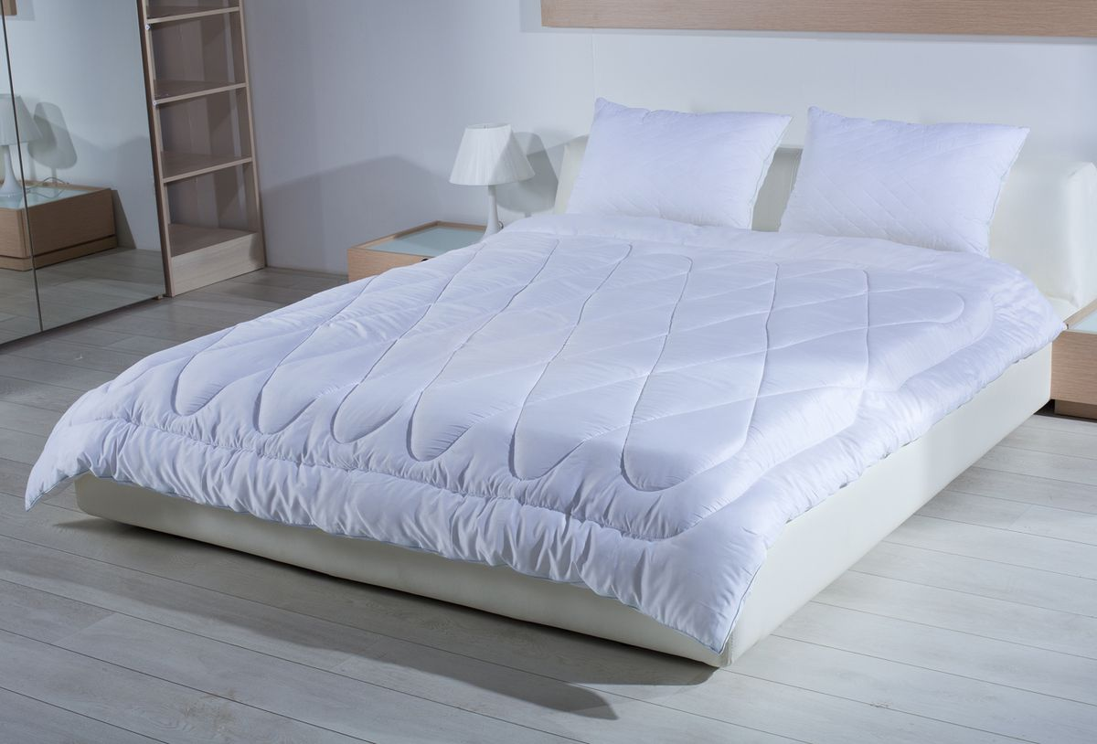 Одеяло Primavelle Silver Comfort, 140 х 205 см126041102-ScОдеяло Primavelle Silver Comfort создано для тех, кто по-настоящему хочет позаботиться о своем здоровье и насладиться крепким сном.В состав наполнителя входят ионы серебра, которые обладают уникальными оздоравливающими свойствами: - помогают бороться со стрессом- лечат бессонницу- дарят комфортный сон.К тому же одеяло обладает свойствами терморегуляции. Постельные принадлежности с серебром обеспечивают оптимальный температурный режим в любую погоду. Низкая излучающая способность серебра приводит к тому, что постель гораздо дольше сохраняет тепло. Чехол выполнен из дамаст-сатина, которой не только надежно удерживает наполнитель внутри, но и обладает отличной гигиеничностью и гигроскопичностью. Состав:- ткань: дамаст-сатин (100% хлопок);- наполнитель: микроволокно с ионами серебра (100% полиэстер).