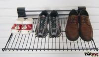 Полка для обуви ГР-023, цвет: красныйГР-023Полка для обуви Гаррус изготовлена из метала. На ней можно разместить несколько пар обуви. Полка легко собирается и разбирается. Такая удобная и компактная полка идеально впишется в интерьер прихожей. Она поможет легко организовать пространство и аккуратно хранить вашу обувь. Размер: 52 х 21,5 х 22,5 смНагрузка: 50 кг.