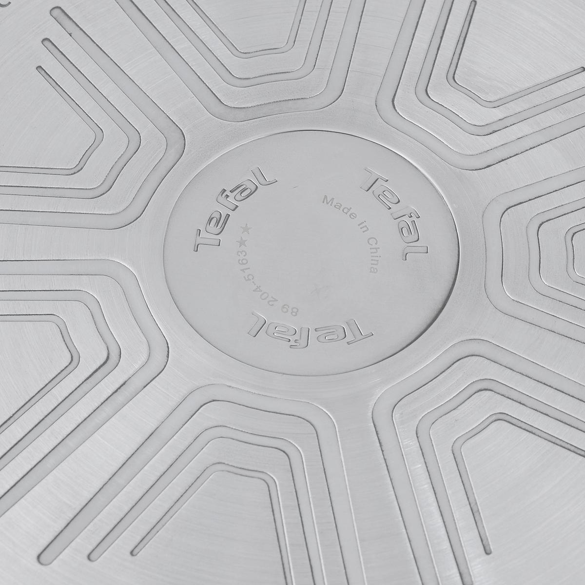 """Сковорода Tefal """"Emotion"""" выполнена из высококачественной нержавеющей стали. Материалы, использованные при изготовлении, абсолютно экологичны и безопасны для здоровья. Не содержат PFOA, LEAD и примесей кадмия. Бакелитовая ручка обеспечивает удобство и безопасность  во время приготовления пищи.  Покрытие """"Titanium"""" обладает превосходными антипригарными свойствами и отличается износостойкостью даже при длительном  использовании. Это достигается благодаря его усовершенствованному верхнему слою. Пища не пригорает и не прилипает к стенкам.  Индикатор нагрева """"Thermo-Spot"""" станет равномерно красным, когда посуда разогреется до оптимальной температуры - 180°С. Таким  образом, вы будете в курсе того, что можно начинать готовить.  Утолщенное дно и толстые стенки гарантируют равномерное распределение тепла, достигается натуральный вкус и сохранность аромата продуктов.  Можно мыть в посудомоечной машине. Подходит для всех типов плит, включая индукционные. Высота стенок сковороды: 6 см. Толщина стенок: 4 мм. Толщина дна: 6 мм. Длина ручки сковороды: 19 см."""