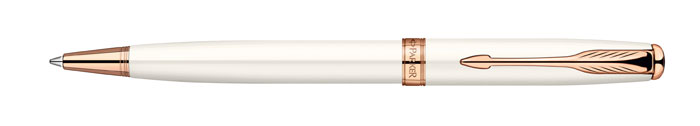 Parker Ручка шариковая Sonnet Pearl Lacquer PGTPARKER-S0947390Шариковая ручка Parker Sonnet Feminine Collection 2011 Pearl Lacquer изспециальной женской коллекции Sonnet Feminine. Материал ручки - ювелирнаялатунь с лаковым покрытием белого жемчужного цвета, в отделке применяетсярозовое золото. В ручке используются стандартные шариковые стержни Parker, вкомплект поставки входит один стержень черного цвета. Данный пишущийинструмент поставляется в фирменной подарочной коробке премиум-класса, чтоделает его превосходным подарком. В комплекте также идет гарантийный талон смеждународной гарантией на 2 года.Механизм поворотного действия Длина 13.2 см Диаметр (max) 10 мм Цвет белый Цвет отделки розовый Особенности используются стандартные шариковые стержни Parker Стержень в комплекте черный, M (средний) Комплектация: 1 стержень в ручке, подарочная коробка, гарантийный талон