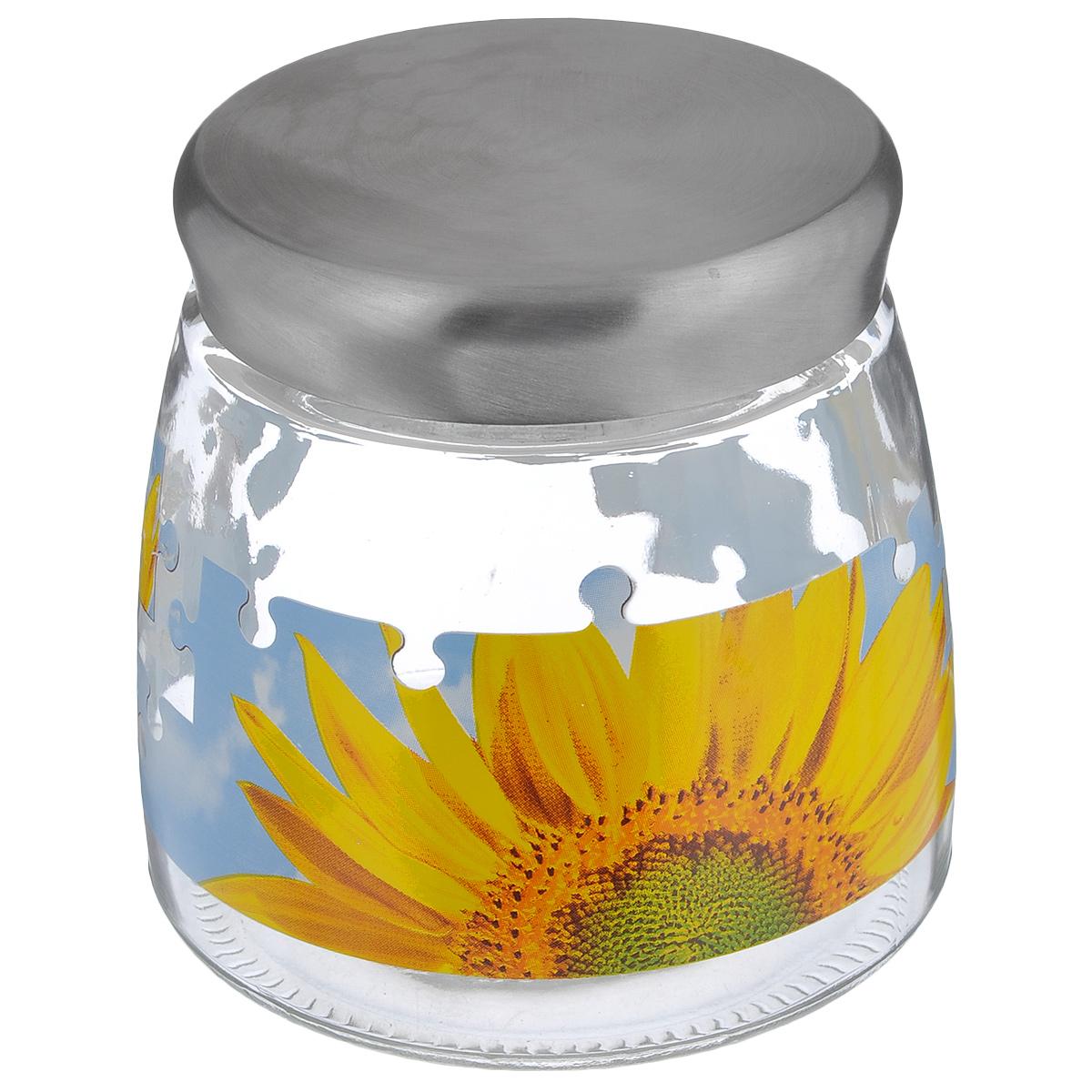 Банка для сыпучих продуктов Cerve Пазл подсолнух, цвет: прозрачный, желтый, голубой, 980 млCEM42230Банка для сыпучих продуктов Cerve Пазл подсолнух изготовлена из прочного стекла и декорирована красочным рисунком. Банка оснащена плотно закрывающейсяметаллической крышкой. Благодаря этому внутри сохраняется герметичность, и продукты дольше остаются свежими. Изделие предназначено для хранения различных сыпучих продуктов: круп, чая, сахара, орехов и многогодругого.Функциональная и вместительная, такая банка станет незаменимым аксессуаромна любой кухне.Можно мыть в посудомоечной машине. Диаметр (по верхнему краю): 9 см. Высота банки (без учета крышки): 12,2 см. Диаметр дна банки: 12 см.