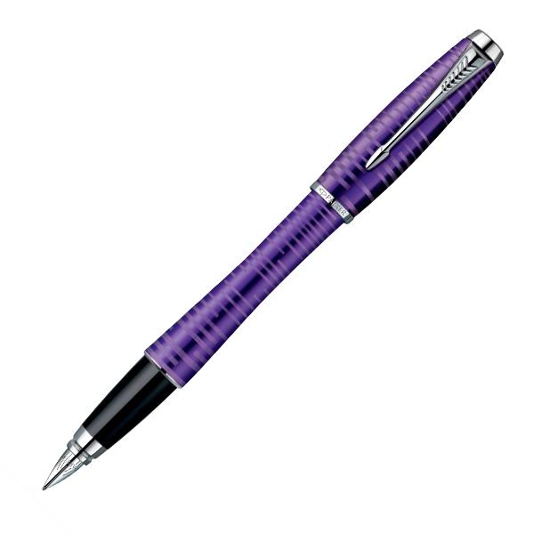 Parker Ручка перьевая Urban Premium Amethyst PearlPARKER-S1906860Перьевая ручка Parker Urban Premium Amethyst Pearl СT из коллекции Urban Premium. Материал ручки - обработанный пескоструйным способом окрашенный алюминий с выгравированным рисунком, в отделке применяется хромирование. Материал пера - нержавеющая сталь, толщина линии тонкая, что составляет около 0,5-0,7 мм в зависимости от бумаги. Перьевая ручка заправляется чернильными картриджами Parker либо чернилами из флакона при помощи конвертера, конвертер в комплект не входит, который в комплект поставки не входит. Данный пишущий инструмент поставляется в фирменной подарочной коробке, что делает его отличным подарком. В комплекте также идет пробный картридж и гарантийный талон с международной гарантией на 2 года.Отделка пера оригинальная гравировка PARKERТолщина пера F (тонкое)Механизм съемный колпачокДлина 13.8 смДиаметр (max) 14 ммЦвет фиолетовыйЦвет отделки серебристыйОсобенности заправляется чернильными картриджами Parker либо чернилами из флакона при помощи конвертера, конвертер в комплект не входит.
