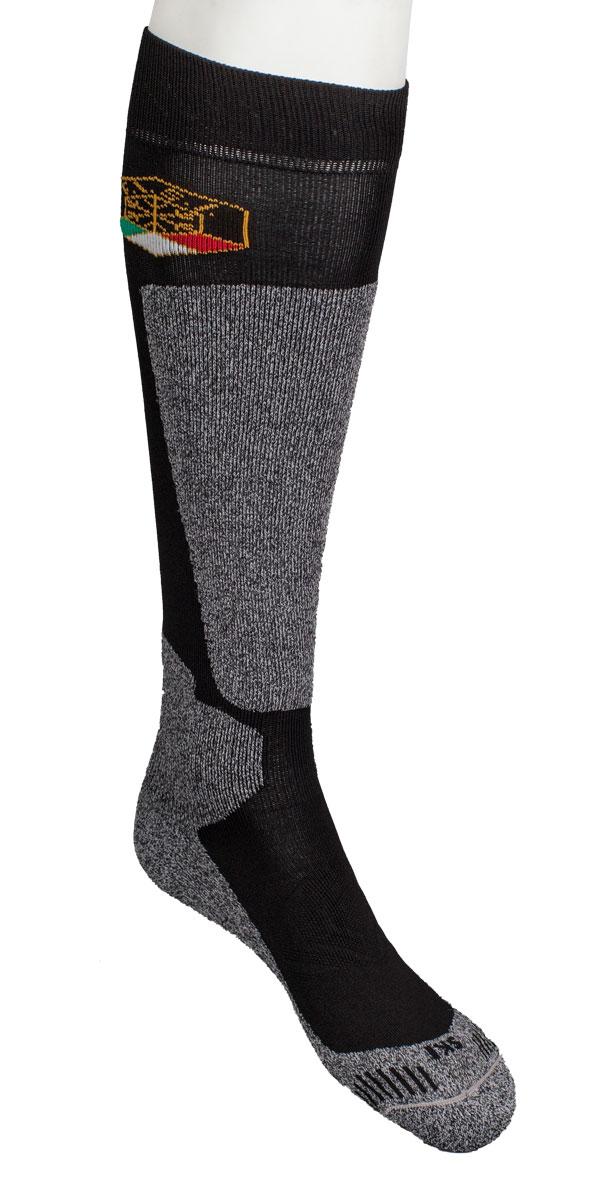 Носки горнолыжные Mico Sking, цвет: черный. 0190. Размер S (35-37)0190Горнолыжные носки мужские. Официальная экипировка Итальянской национальной сборной по горным лыжам на Олимпиаде в Сочи 2014 - Волокна микотекс это 100% полипропиленовые материал очень мягкий и слегка пушистый. - Прекрасно впитывает влагу, быстро отводит ее от ноги и моментально сохнет.- Эти волокна обладают высокими термоизоляционными свойствами, поэтому носки очень теплые. - Плоские швы не натирают ногу при длительном использовании.- Дополнительная защита голени и в области голеностопного сустава.- Дополнительные эластичные вставки в области голеностопа и в области стопы- Специальное разряженное плетение на верхней поверхности стопы обеспечивает усиленное отведение влаги. - Мягкая резинка по верху носка не сжимает ногу и не дает ощущения сдавливания даже при длительном использовании.- Специальное плетение в области стопы фиксирует ногу при занятиях спортом и ходьбе и не дает скользить стопе вперед.Итальянская компания MICO один из ведущих производителей носков и термобелья на Европейском рынке для занятий различными видами спорта. Носки предназначены для занятий различными видами спорта, в том числе для носки в городе в очень холодную погоду.