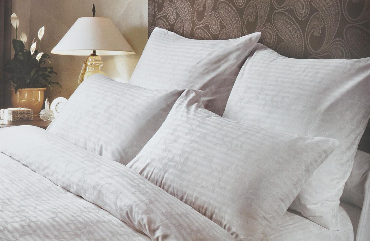Комплект белья Verossa Кружевная сказка, 2-спальный, наволочки 50х70, цвет: белый173230Комплект белья Verossa Кружевная сказка, выполненный из ткани страйп сатин (100% хлопок), состоит из пододеяльника, простыни и двух наволочек. Изделия оформлены ярким принтом. Сатин традиционно считается одной из лучших тканей для изготовления постельного белья. Сатин - прочная, легкая и приятная на ощупь ткань. Белье из него не линяет при стирке и легко гладится.Рекомендации по уходу: - Ручная и машинная стирка 60°С, - Не применять отбеливатель, - Можно сушить в стиральной машине с центрифугой, - Гладить при средней температуре до 200°С, - Сухая чистка запрещена.Советы по выбору постельного белья от блогера Ирины Соковых. Статья OZON Гид