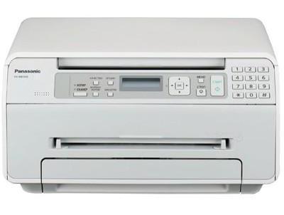 Panasonic KX-MB1500 RUW, WhiteKX-MB1500RUWГабариты новинки примерно на 40% меньше предыдущих моделей, что делает ее самой компактной в линейке компании и весьма удобной для домашнего использования. Помимо небольших размеров, стоит отметить стильный дизайн KX-MB1500RU. МФУ будет представлено на российском рынке в классических черном, белом цветах, а также в комбинированном корпусе из белого пластика с черной фронтальной панелью. Необычной деталью для подобных устройств стало отсутствие необходимости в дополнительном выходном лотке. Удобство работы с МФУ обеспечивается за счет эргономичного наклона фронтальной панели управления. Находящиеся на ней крупные разнесенные клавиши и кнопка навигации позволяют легко задавать необходимые параметры и изменять количество копий. Монохромный дисплей обеспечивает удобную навигацию по пунктам полностью русифицированного меню устройства. МФУ легко подключается к компьютеру с помощью входящего в комплект кабеля USB, а благодаря программному обеспечению Panasonic Multi-Function Station работать с документами будет легко и удобно. KX-MB1500RU печатает со скоростью 18 страниц в минуту, а разрешение при печати составляет 600 точек на дюйм. МФУ оснащено цветным планшетным сканером с высоким разрешением до 19 200 точек на дюйм. При сканировании на ПК пользователь может выбрать наиболее удобный для дальнейшей работы с документом формат: PDF, TIFF, JPEG или BMP. Устройство также обладает возможностью быстрого копирования двусторонних визиток и функцией тиражирования. Отдельно необходимо отметить программу Easy Print Utility для удобной печати, которая входит в комплект МФУ KX-MB1500RU. Данное программное обеспечение позволяет объединить документы, созданные в различных приложениях Microsoft Office, просмотреть полученный образ на компьютере, добавить заголовок, колонтитул или водяные знаки и только после этого отправить на печать или сохранить с расширением PDF. Для удобства потребителей на российский рынок будут поставляться совмещенные рас