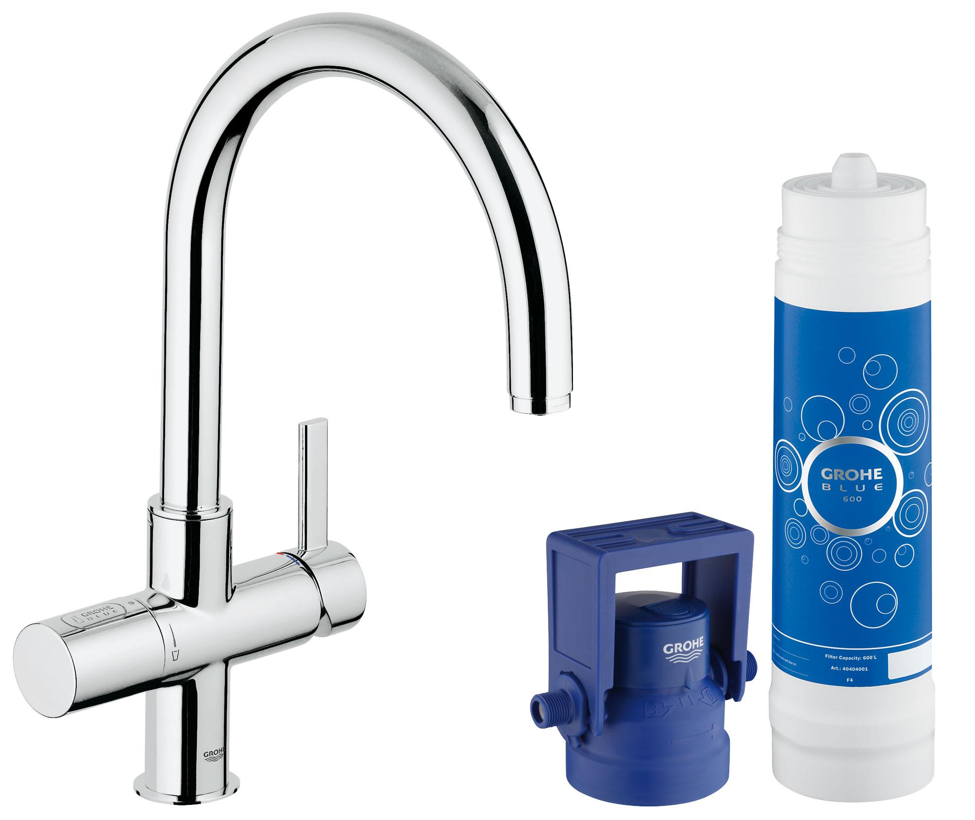 GROHE Blue Pure: система фильтрации воды, подающая свежую питьевую воду из-под крана Этот кухонный смеситель из серии GROHE Blue Pure превращает обычную водопроводную воду в чистую, свежую и пригодную для питья. Система фильтрации GROHE Blue Pure, которая активируется отдельным рычагом для подачи воды, очищает воду от нежелательных примесей, ухудшающих ее вкус и запах, включая хлор. Высокий излив, вращающийся в радиусе 180°, придает смесителю элегантный вид и позволяет с легкостью наполнять высокие графины очищенной питьевой водой прямо из-под крана. Технология GROHE SilkMove обеспечивает плавность регулировки напора воды при минимуме усилий. Разумеется, данный смеситель GROHE Pure Duo также выполняет все функции обычного кухонного смесителя. Благодаря хромированному покрытию GROHE StarLight, которое придает ему долговечность и износостойкость, этот сияющий смеситель всегда будет центром внимания в интерьере Вашей кухни. Особенности:  Включает в себя: GROHE Blue Смеситель однорычажный для мойки с функцией очистки водопроводной воды Монтаж на одно отверстие C-излив Отдельная рукоятка для фильтрованной воды Керамический вентиль 1/2? GROHE SilkMove керамический картридж 35 мм Регулировка расхода воды GROHE StarLight хромированная поверхность  Поворотный трубкообразный излив Поворот излива на 180° Отдельные водотоки для питьевой и  Водопроводной воды  Гибкая подводка Тип защиты IP 21 Одобрено в СE  Для LED индикатора расхода фильтра используется сетевое напряжение 100-240 В AC 50/60 Гц, которое преобразуется в безопасное сверхнизкое напряжение 6 В DC  Регулируется для фильтров на 600 л, 1500 л или 3000 л GROHE Blue фильтр на 600 л GROHE Blue регулируемая головка фильтра  Класс шума I по DIN 4109