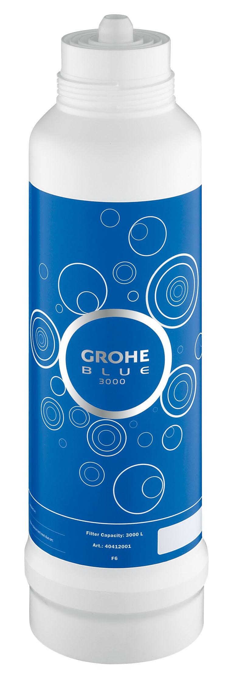 Фильтр сменный для водных систем Grohe Blue, 3000 л40412001GROHE Blue. Cовершенный вкус питьевой воды. Вода – это не только самый ценный ресурс на планете, но и основа существования всего живого. Основой репутации компаний GROHE и BWT – европейских лидеров сферы водопользования – являются принципы безопасности, гигиеничности и высочайшие стандарты качества. Объединив свои наработки и опыт, мы создали принципиально новые системы подачи воды. Инновационные устройства серии GROHE Blue превращают водопроводную воду в чистейшую питьевую.Эту воду Вы будете с наслаждением использовать ежедневно. Фильтры GROHE Blue понижают содержание извести в водопроводной воде и превращают ее в приятную на вкус и пригодную для питья. Уникальная технология 5-ступенчатой фильтрации очищает воду от всех примесей, ухудшающих ее вкус и запах. В результате получается чистейшая вода – без тяжелых металлов, примесей, извести и хлора.Как работает фильтр GROHE Blue:1) Предварительная фильтрация - предварительная грубая очистка от частиц, попадающих в воду при ее прохождении через систему водоснабжения, удерживает крупные частицы; 2) Предварительная фильтрация на основе активированного угля - вторая ступень предварительной фильтрации, очищающая воду от источников неприятного запаха и вкуса (например, хлора); 3) Ионообменный фильтр - прохождение воды через высокопроизводительный ионообменник, понижающий содержание извести и тяжелых металлов. Смягчает воду, снижая карбонатную жесткость, и связывает ионы тяжелых металлов, таких как свинец и медь; 4) Фильтр из активированного угля - фильтрация на основе активированного угля устраняет неприятный вкус, придаваемый воде хлором и органическими примесями; 5) Фильтр тонкой очистки - удерживает частицы величиной до 10 микрон.Комплект поставкии:BWT фильтр для GROHEBlue Объем 3000 л Для использования с головкой фильтра GROHE Blue 64 508 001 Видео по установке является исключительно информационным. Установка должна проводиться профессионалами!