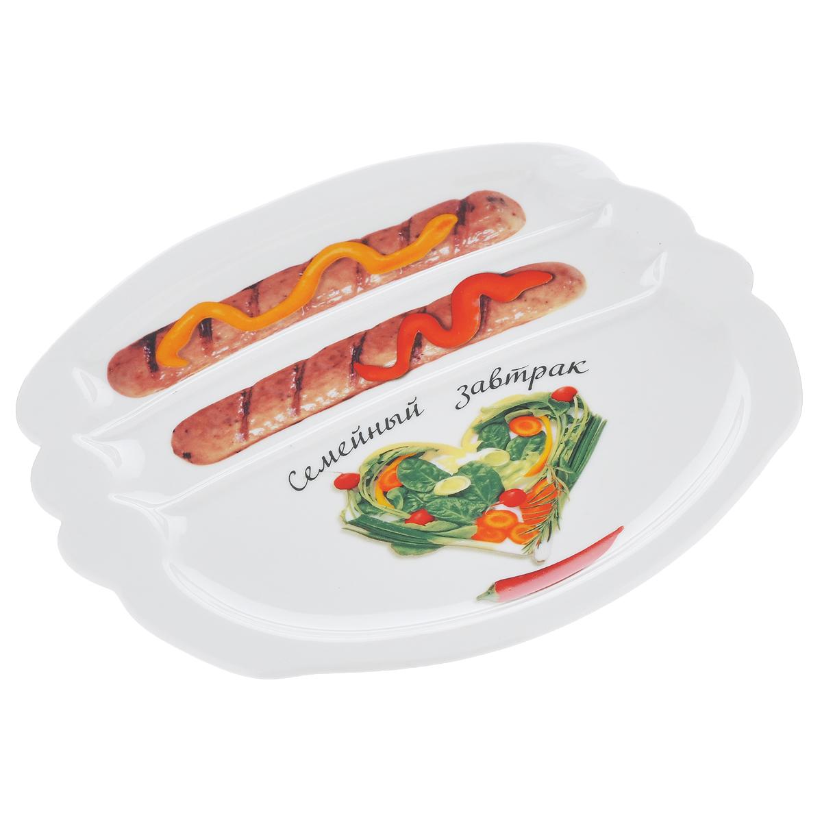 Тарелка для завтрака LarangE Семейный завтрак. Сердечный, 22,5 х 19 см589-306Тарелка для завтрака LarangE Семейный завтрак. Сердечный изготовлена из высококачественной керамики. Изделие украшено изображением сердца из еды. Тарелка имеет три отделения: 2 маленьких отделения для сосисок и одно большое отделение для яичницы или другого блюда. Можно использовать в СВЧ печах, духовом шкафу и холодильнике. Не применять абразивные чистящие вещества.Размер тарелки: 22,5 см х 19 см. Высота тарелки: 2 см.