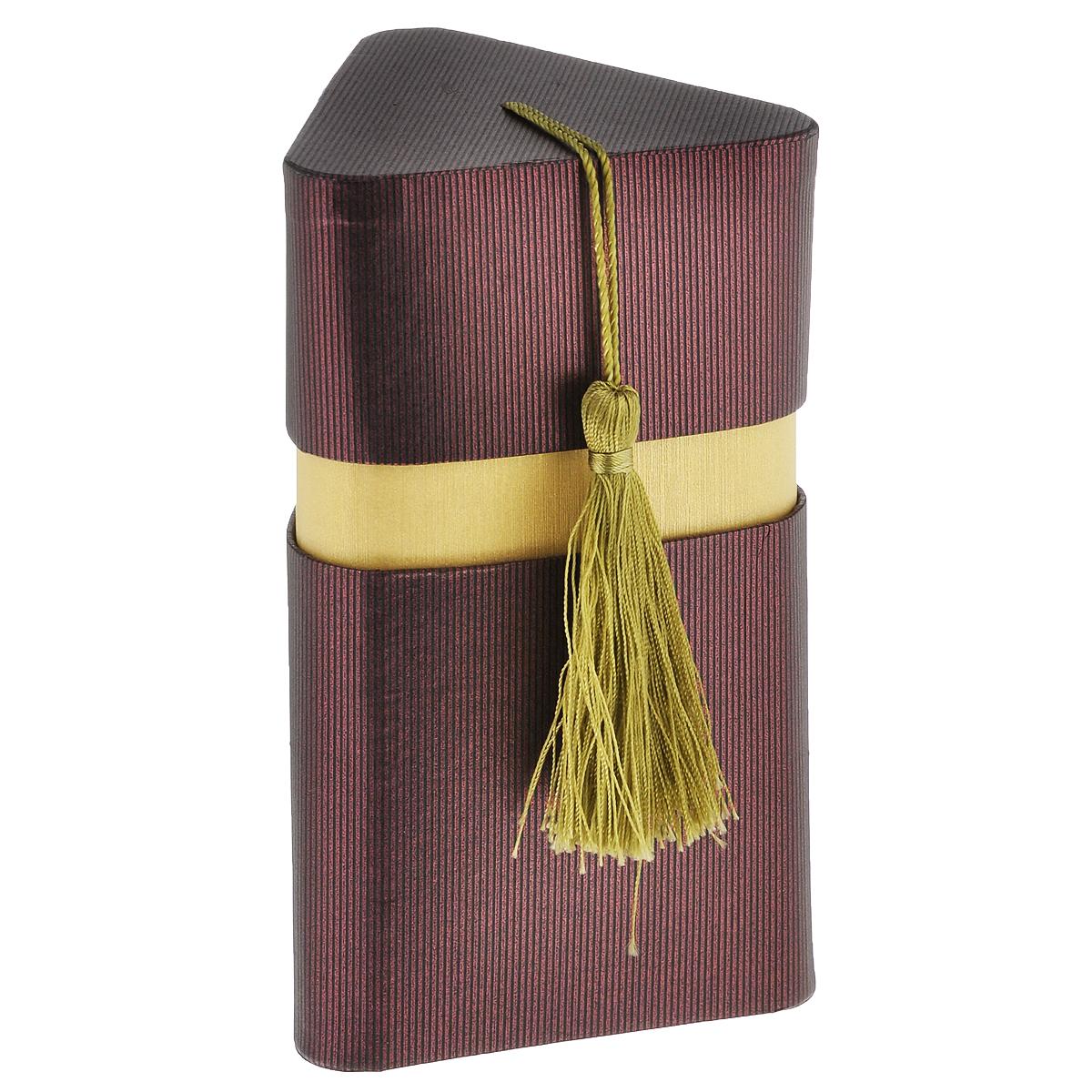 Коробка подарочная Три грани, 10 х 9 х 16 см4610009210506Подарочная коробка Три грани изготовлена из плотного картона, изделие имеет необычную форму, крышка декорирована текстильной кисточкой. Прекрасно подходит в качестве подарочной упаковки для мелких предметов. Красивый дизайн привлекает внимание, кроме того, он универсальный, поэтому коробка подойдет в качестве подарочной упаковки как для женщин, так и для мужчин. Подарок, преподнесенный в оригинальной упаковке, всегда будет самым эффектным и запоминающимся. Окружите близких людей вниманием и заботой, вручив презент в нарядном, праздничном оформлении.