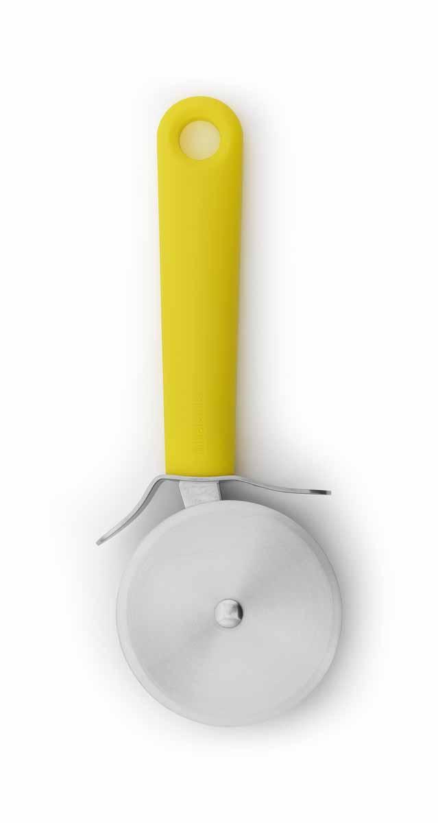 Нож для пиццы Brabantia Tasty Colors, цвет: желтый. 106286106286Нож изготовлен из закаленной стали и имеет длительный срок службы. Ручка из прочного пластика, рабочая часть – из нержавеющей стали. Подходит для мытья в посудомоечной машине. Удобно хранить – петелька для подвешивания.