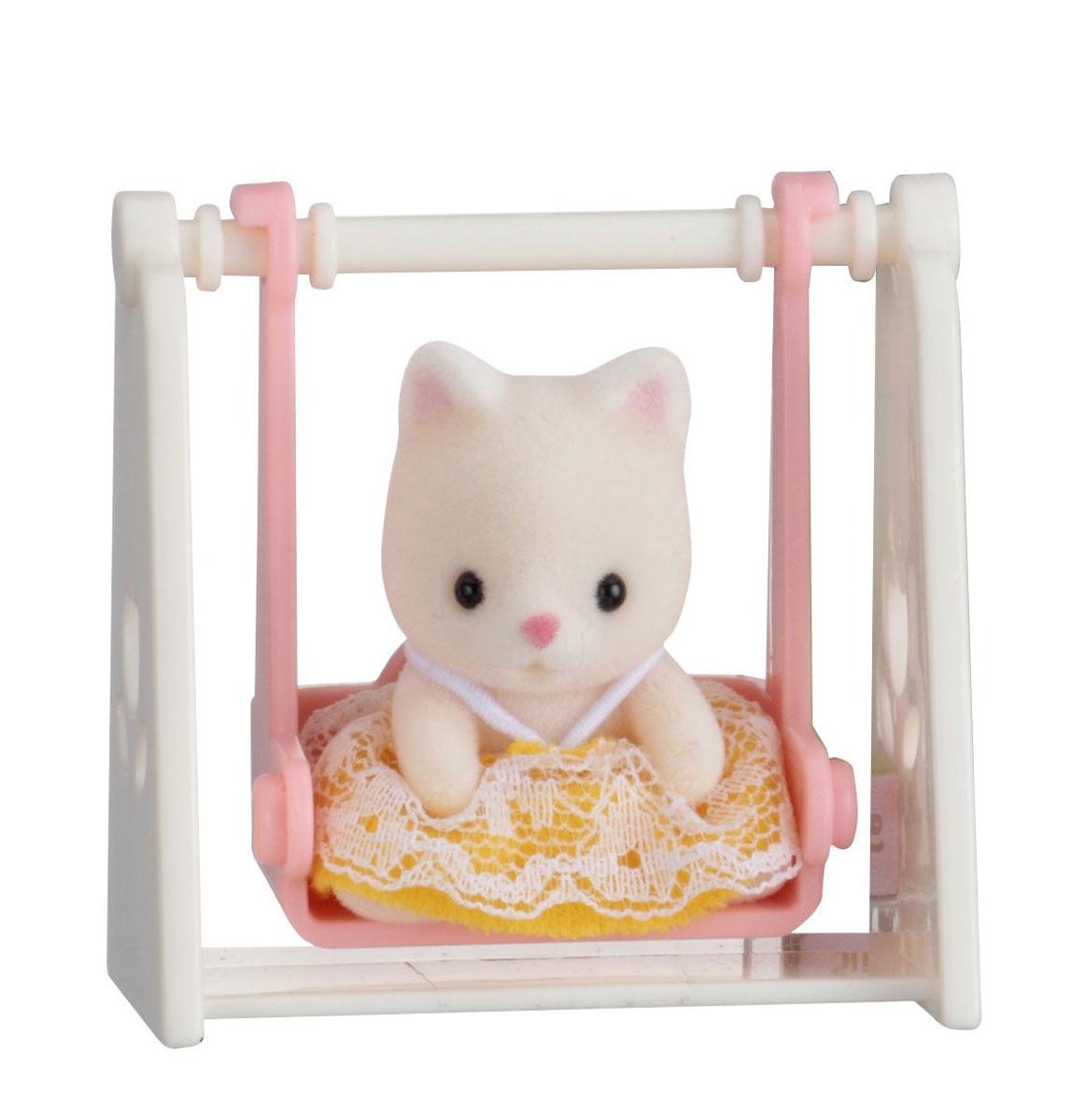 Sylvanian Families Фигурка Малыш котенок на качелях sylvanian families холодильник с продуктами новый