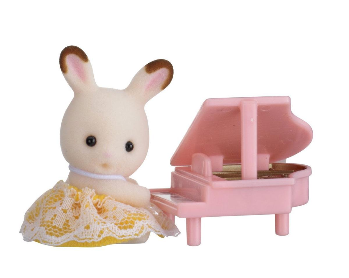 Sylvanian Families Фигурка Малыш кролик и рояль
