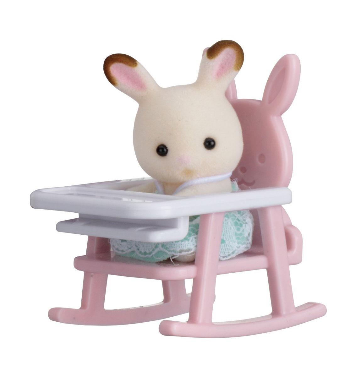 Sylvanian Families Фигурка Малыш кролик в детском кресле