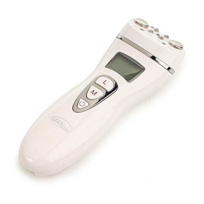 Gezatone Массажер для лица и тела «RF лифтинг»1301117Gezatone - первый аппарат, который сочетает в себе две самые эффективные методики воздействия для безоперационной подтяжки лица – радиочастотный лифтинг и миостимуляция. Он работает сразу по двум направлениям: подтягивает и укрепляет кожу и восстанавливает утраченный тонус мышц. В устройстве также предусмотрены режимы работы по телу – вы можете использовать его для похудения, уменьшения жировых отложений и коррекции целлюлита.Воздействуя на кожу радиочастотными волнами, которые провоцируют нагрев локальных участков кожи радиочастотное излучение не повреждает кожу, не травмирует эпидермис, нагревая только слои дермы и подкожно-жировой клетчатки. Такого рода нагрев улучшает кровообращение и ток лимфы, восстанавливает деятельность сосудов, активизируются все обменные процессы. Кроме того, RF-лифтинг стимулирует выработку новых волокон коллагена и эластина клетками, что заметно усиливает разглаживающий эффект. Благодаря воздействию методики радиочастотных волн вы получите коррекцию овала лица,устранение второго подбородка, тонизацию кожи и разглаживание даже самых глубоких морщин. Процедура радиоволнового воздействия также актуальна и для коррекции фигуры и борьбы с целлюлитом. Разогревающий эффект способствует сокращению жировых клеток и сжатию коллагеновых волокон, благодаря чему поверхность кожи становится более гладкой. Данный эффект достигается путем нагревания, то есть поднятия температуры подкожных участков в течение нескольких секунд. Более того, радиочастотный разогрев тканей приводит к активизации микроциркуляции, что способствует выведению избыточной жидкости из тканей. Использование аппарата обеспечивает общее омоложение кожи, уменьшение объема жировой массы, активное выведение избыточной жидкости. Вторая методика миостимуляции, предусмотренная в приборе поможет вернуть мышцам утраченный тонус, подтянуть и укрепить их. Посредством подачи слабых электрических импульсов на мышцы, производит эффект пассивной 