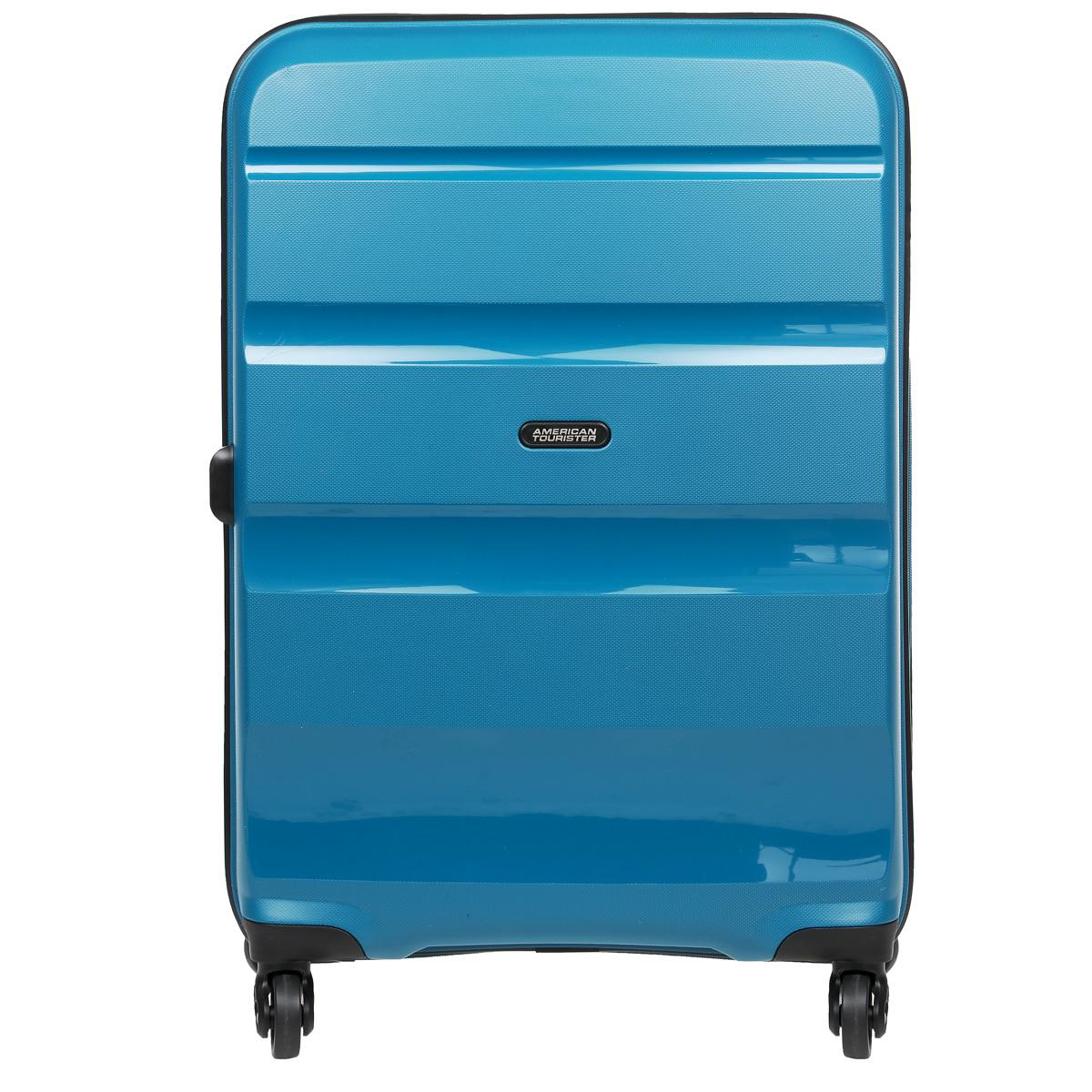 Чемодан American Tourister Bon Air, цвет: бирюзовый, 53 л85A*01002Чемодан American Tourister Bon Air прекрасно подойдет для путешествий. Имеет жесткую форму. Выполнен из прочного полипропилена, материал внутренней отделки - полиэстеровая ткань серого цвета. Чемодан очень вместителен, он содержит продуманную внутреннюю организацию, которая позволяет удобно разложить вещи и избежать их сминания. Имеется одно большое отделение, закрывающееся по периметру на застежку-молнию с двумя бегунками. Внутри содержатся два больших отдела для хранения одежды с перекрещивающимися багажными ремнями, соединяющимися при помощи пластикового карабина. Отдел на крышке скрытый и закрывается на молнию. Также внутри имеется два сетчатых кармана на молнии и дополнительное отделение на молнии. Для удобной перевозки чемодан оснащен четырьмя маневренными колесами, которые обеспечивают легкость перемещения в любом направлении. Телескопическая ручка выдвигается нажатием на кнопку и фиксируется в 2-х положениях. Сверху предусмотрена ручка для поднятия чемодана. Небольшие размеры позволяют проносить чемодан в салон самолета в качестве ручной клади. Чемодан оснащен кодовым замком TSA, который исключает возможность взлома. Отверстие в кодовом замке предназначено для работников таможни (открытие багажа для досмотра без присутствия хозяина). Ключ находится только у таможни. Чемодан American Tourister Bon Air идеально подходит для поездок и путешествий. Он вместит все необходимые вещи и станет незаменимым аксессуаром во время поездок. Размер чемодана (ДхШхВ): 46 см x 26 см х 55,5 см. Высота чемодана (с учетом колес и максимально выдвинутой ручки): 104 см. Максимальная высота выдвижной ручки: 44 см. Диаметр колеса: 5 см.