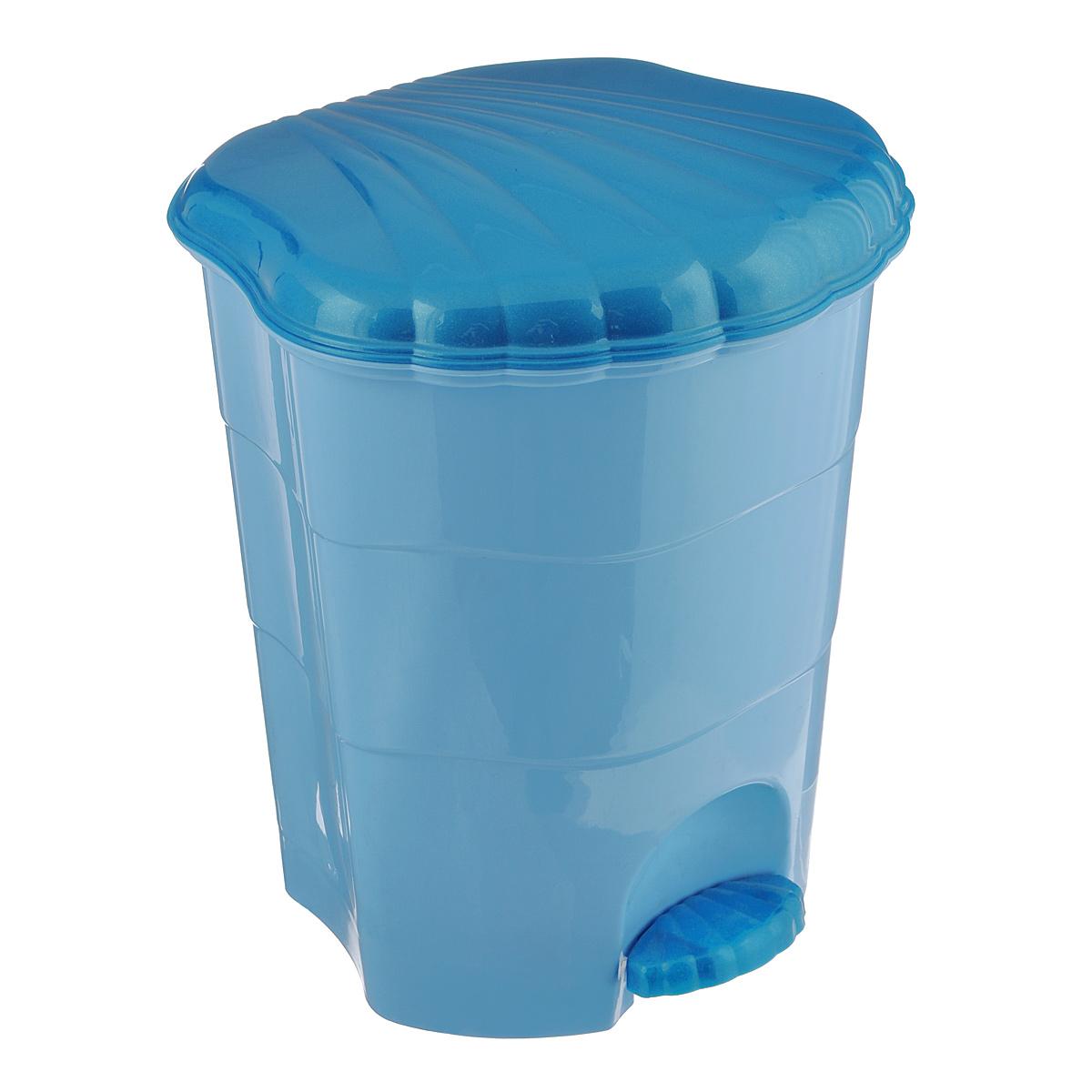 Контейнер для мусора Violet, с педалью, цвет: голубой, бирюзовый, 11 л0511/3Мусорный контейнер Violet выполнен из прочного пластика, не боится ударов и долгих лет использования. Изделие оснащено педалью, с помощью которой можно открыть крышку. Закрывается крышка практически бесшумно, плотно прилегает, предотвращая распространение запаха. Внутри пластиковая емкость для мусора, которую при необходимости можно достать из контейнера. Интересный дизайн разнообразит интерьер вашего дома и сделает его более оригинальным.Размер: 26,5 см x 27,5 см x 31 см.