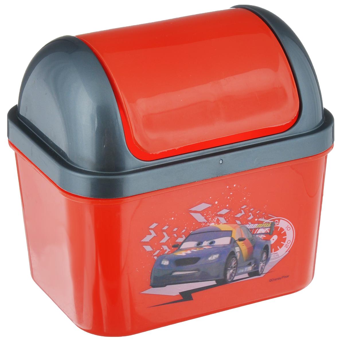 Контейнер для мусора Полимербыт Тачки, 0,5С49077Детский контейнер для мусора Полимербыт Тачки выполнен из высококачественного пластика и украшен изображением героя мультфильма. Изделие оснащено плавающей крышкой. Такой контейнер подойдет для выбрасывания небольших отходов, таких как бумага, стружка карандаша, фантики.Размер контейнера с учетом крышки: 11,5 см х 8,5 см х 11 см.Размер контейнера с без учета крышки: 11,5 см х 8,5 см х 7 см.