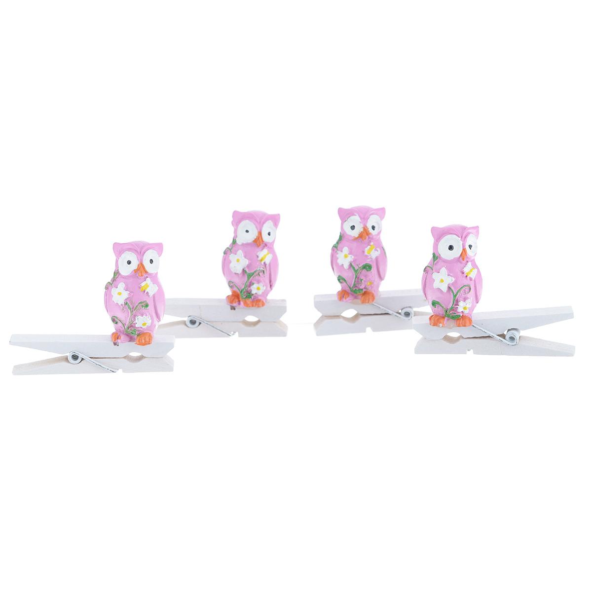 """Набор Феникс-презент """"Совушки"""" состоит из 4 декоративных прищепок, выполненных из дерева. Прищепки оформлены декоративными фигурками из полирезины в виде сов с цветами. Изделия используются для развешивания стикеров на веревке, маленьких игрушек, а оригинальность и веселые цвета прищепок будут радовать глаз и поднимут настроение. Размер прищепки: 4,5 см х 1,5 см х 4 см."""