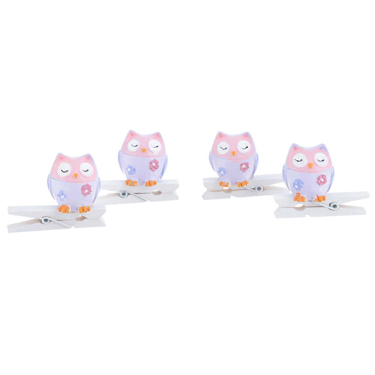 Набор декоративных прищепок Феникс-презент Совушки, 4 шт. 3943539435Набор Феникс-презент Совушки состоит из 4 декоративных прищепок, выполненных из дерева. Прищепки оформлены декоративными фигурками из полирезины в виде сов. Изделия используются для развешивания стикеров на веревке, маленьких игрушек, а оригинальность и веселые цвета прищепок будут радовать глаз и поднимут настроение.Размер прищепки: 4,5 см х 1,5 см х 3,5 см.