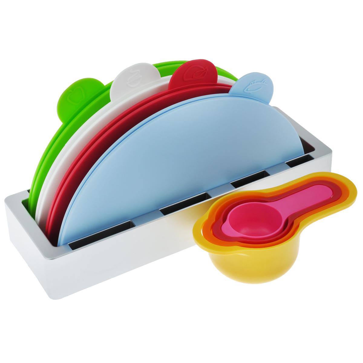 Набор разделочных досок Bradex Восход, 9 предметовTK 0154Набор Bradex Восход, выполненный из пищевого пластика и металла, состоит из четырех круглых раскладных разделочных досок, помещенных в подставку и четырех мерных емкостей. Это делает набор не только многофункциональным, но и очень удобным для хранения на кухне. Специальные ярлычки с изображением продуктов подскажут, для чего предназначена доска: для овощей, для рыбы и морепродуктов или для мяса. Каждой женщине хочется, чтобы на ее кухне все было аккуратно, компактно, функционально и стильно. Набор Bradex Восход удовлетворяет всем требованиям! Вы по достоинству оцените яркий и эргономичный дизайн, функциональность и удобство. Можно мыть в посудомоечной машине. Диаметр доски: 28 см.Размер доски в сложенном виде: 14 см х 28 см.Размер подставки (ДхШхВ): 32 см х 11 см х 5 см.Объем емкостей: 60 мл; 85 мл; 125 мл; 250 мл.