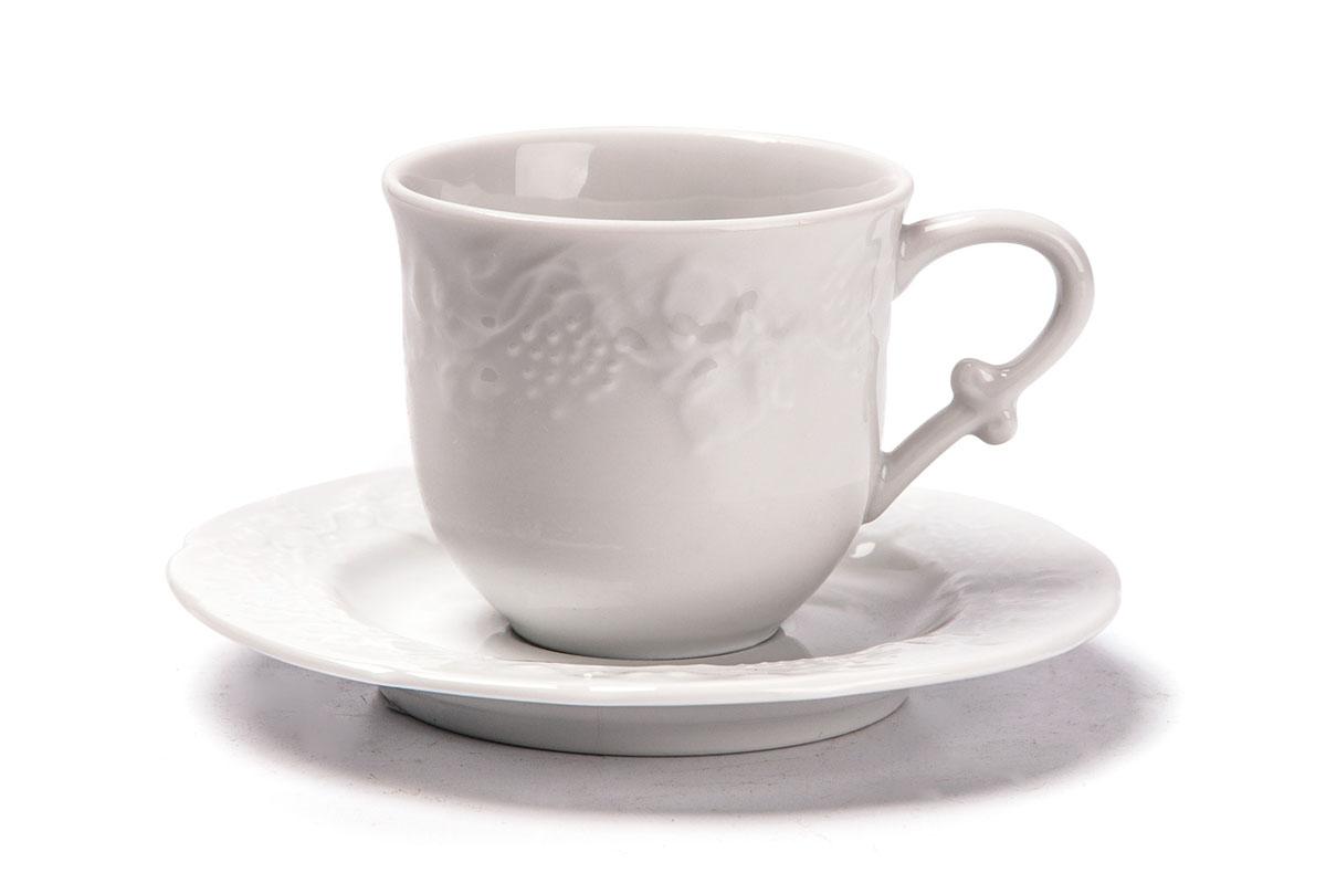 Набор чайный La Rose des Sables Vendanges, 12 предметов699506Чайный набор La Rose des Sables Vendanges состоит из 6 чашек и 6 блюдец. Посуда выполнена из высококачественного тунисского фарфора, изготовленного из уникальной белой глины. На всех изделиях La Rose des Sables можно увидеть маркировку Pate de Limoges. Это означает, что сырье для изготовления фарфора добывают во французской провинции Лимож, и качество соответствует высоким европейским стандартам. Все производство расположено в Тунисе. Особые свойства этой глины, открытые еще в 18 веке, позволяют создать удивительно тонкую, легкую и при этом прочную посуду. Благодаря двойному термическому обжигу фарфор обладает высокой ударопрочностью, стойкостью к сколам и трещинам, жаропрочностью и великолепным блеском глазури. Коллекция Vendanges - это изысканная классика, дополненная нежным рельефом в виде гроздей винограда. Эта белая фарфоровая посуда станет настоящим украшением вашего стола. Прекрасный вариант как для праздничной, так и для повседневной сервировки стола. Можно использовать в СВЧ печи и мыть в посудомоечной машине.