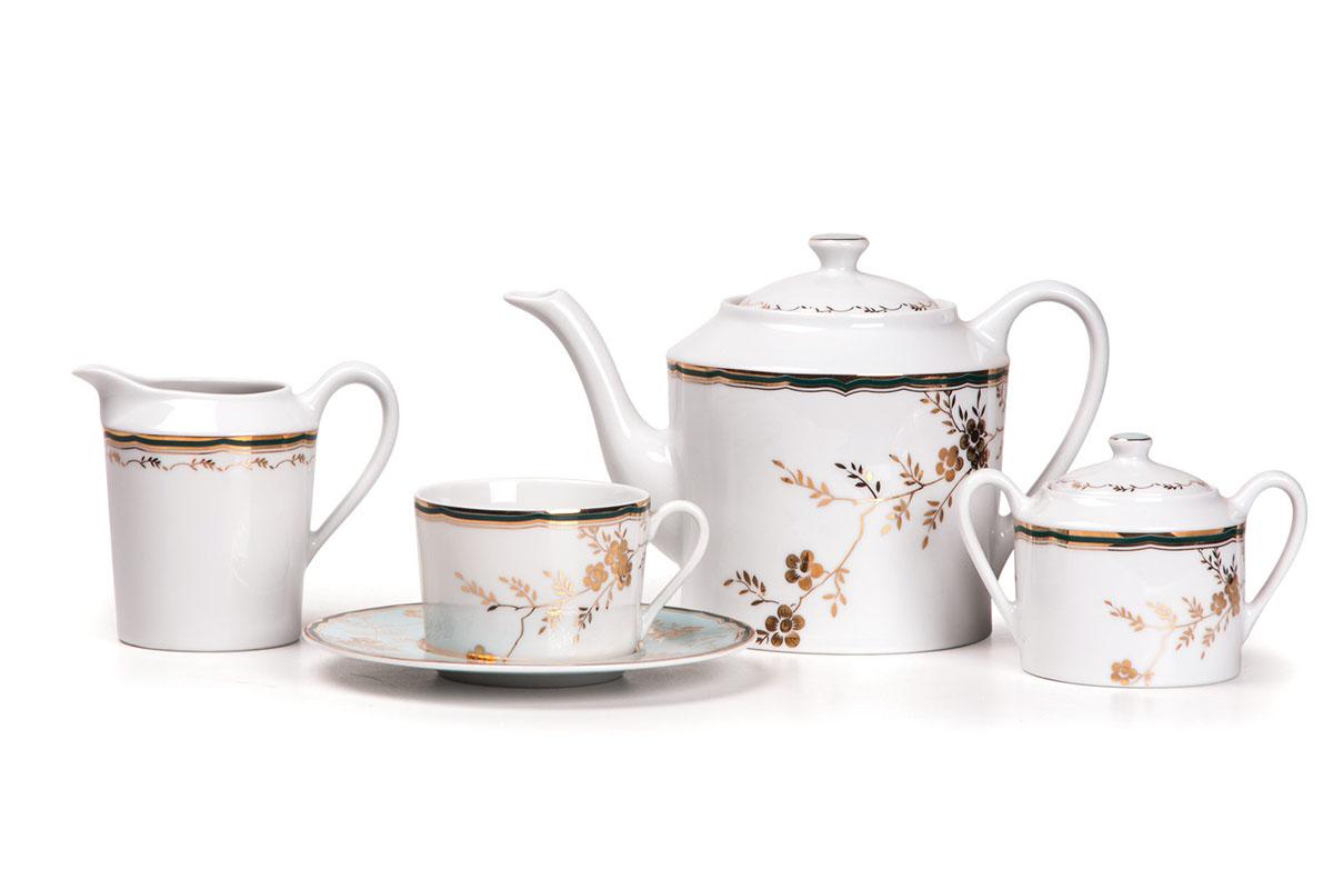 Сервиз чайный 15пр, цвет: бело-голубой с золотом839510 2130Чайник 1,2 л, сахарница 250мл, молочник 300мл, чайная пара 220 мл *6 штук . Фарфор фабрики Tunisie Porcelaine, производится в Тунисе из знаменитой своим качеством и белизной глины, добываемой во французской провинции Лимож.Преимущества этого фарфора заключаются в устойчивости к сколам и трещинам, что возможно благодаря двойному термическому обжигу. Европейский дизайн, декор и формы обеспечиваются за счет тесного сотрудничества фабрики с ведущими мировыми дизайн-бюро такими как: Nelly Reynal, Yves De la Rosiere, Sarah Anderson, Heracles. Материал: фарфор: цвет: бело-голубой с золотомСерия: ZEN