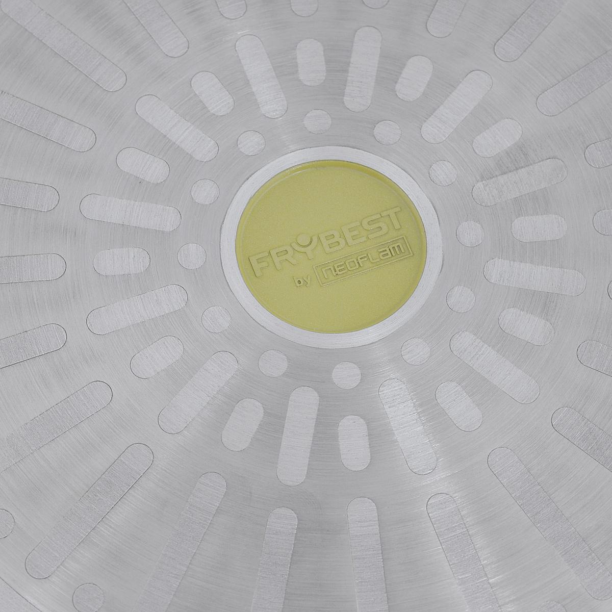 """Блинная сковорода Frybest """"Oliva"""" изготовлена из алюминия с керамическим   покрытием Ecolon Superior. Такое покрытие - новейший продукт нанотехнологий,   в производстве которого используются природные материалы (камень и песок).   Изделие оснащено удобной бакелитовой ручкой. Сковорода с очень низкими   бортиками предназначена для приготовления блинов и оладьев. Особая форма   бортиков позволяет легко перевернуть блюдо и облегчает сервировку.Можно использовать на газовых, электрических, стеклокерамических,   индукционных плитах. Можно мыть в посудомоечной машине.Диаметр (по верхнему краю): 28 см.Высота: 1,7 см.Длина ручки: 16,5 см.Толщина стенки: 4 мм.Толщина дна: 5 мм.    Простой рецепт блинов на Масленицу – статья на OZON Гид."""