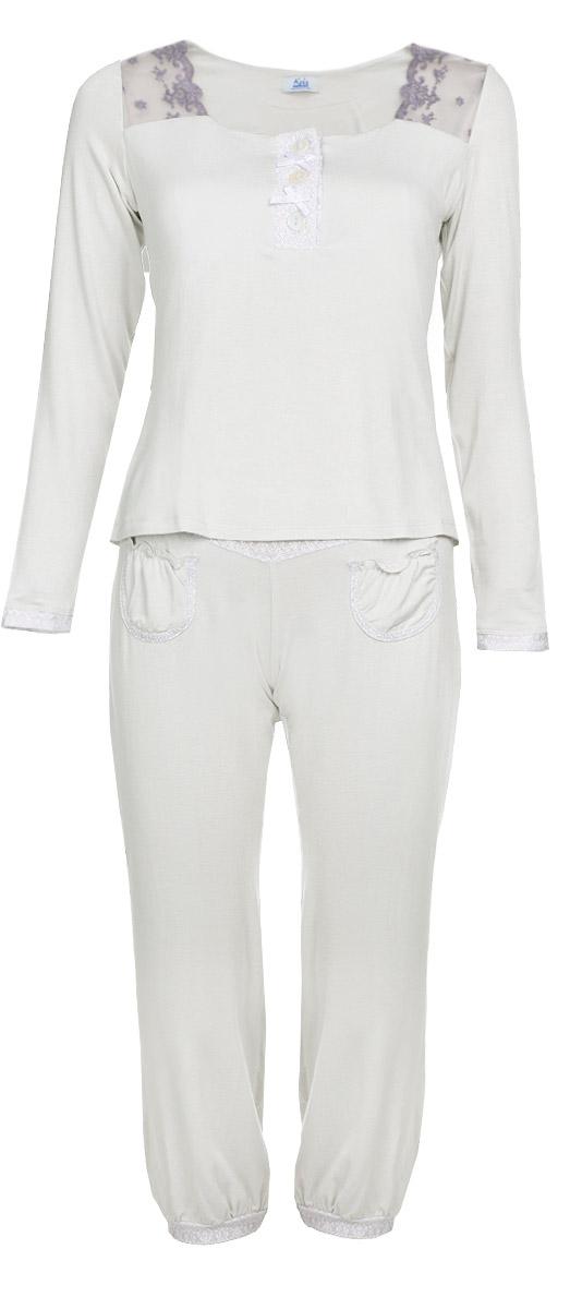 Пижама женская Kris Line Kylie, цвет: серый, сиреневый. Размер XL (50/52)KylieОчаровательная женская пижама Kris Line, изготовленная из высококачественных материалов, приятная на ощупь, не сковывает движения, обеспечивая наибольший комфорт.Пижама состоит из блузы и брюк. Блуза с квадратным вырезом горловины идлинными рукавами дополнена топом на резинке, поддерживающим грудь. Брюки свободного кроя дополнены на поясе эластичной резинкой и декорированы в верхней части и понизу нежным кружевом белого цвета. Спереди брюки дополнены двумя небольшими нашивными кармашками. Горловина блузы декорирована кружевами. Блуза застегивается на три пуговицы, пространство между которыми украшено миниатюрными бантиками. В такой пижаме вам будет максимально комфортно и уютно.