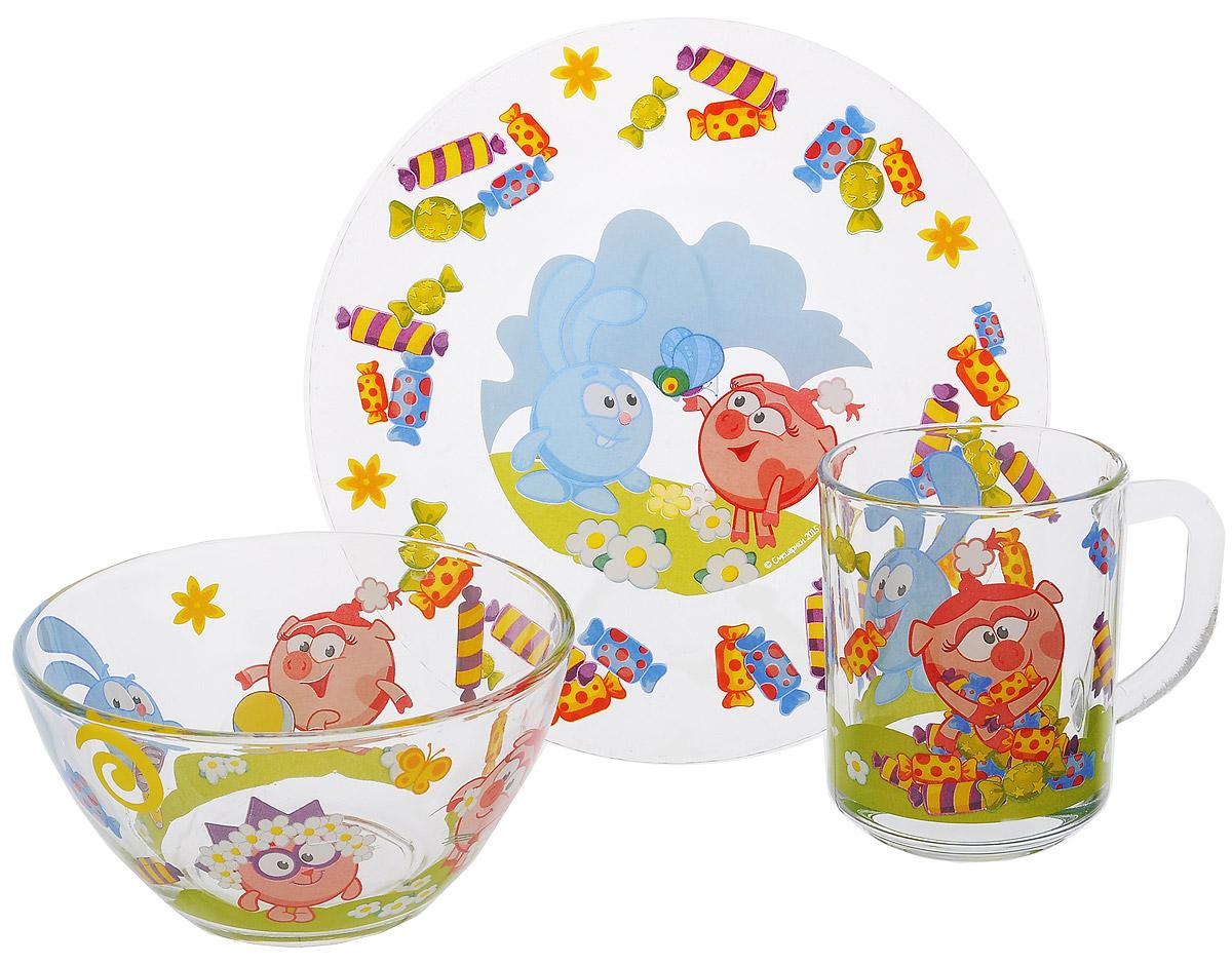 Смешарики Набор посуды Конфеты, 3 предметаСШН3-1Красочный набор посуды Смешарики выполненный из качественного стекла, идеально подойдет для повседневного использования.В комплект входят: тарелка диаметром 19,5 см, салатник диаметром 13 см и кружка объемом 250 мл. Все предметы выполнены в оригинальном дизайне с изображением героев из мультфильма Смешарики. Набор упакован в коробку из плотного картона.Набор посуды непременно доставит массу удовольствия своему обладателю.