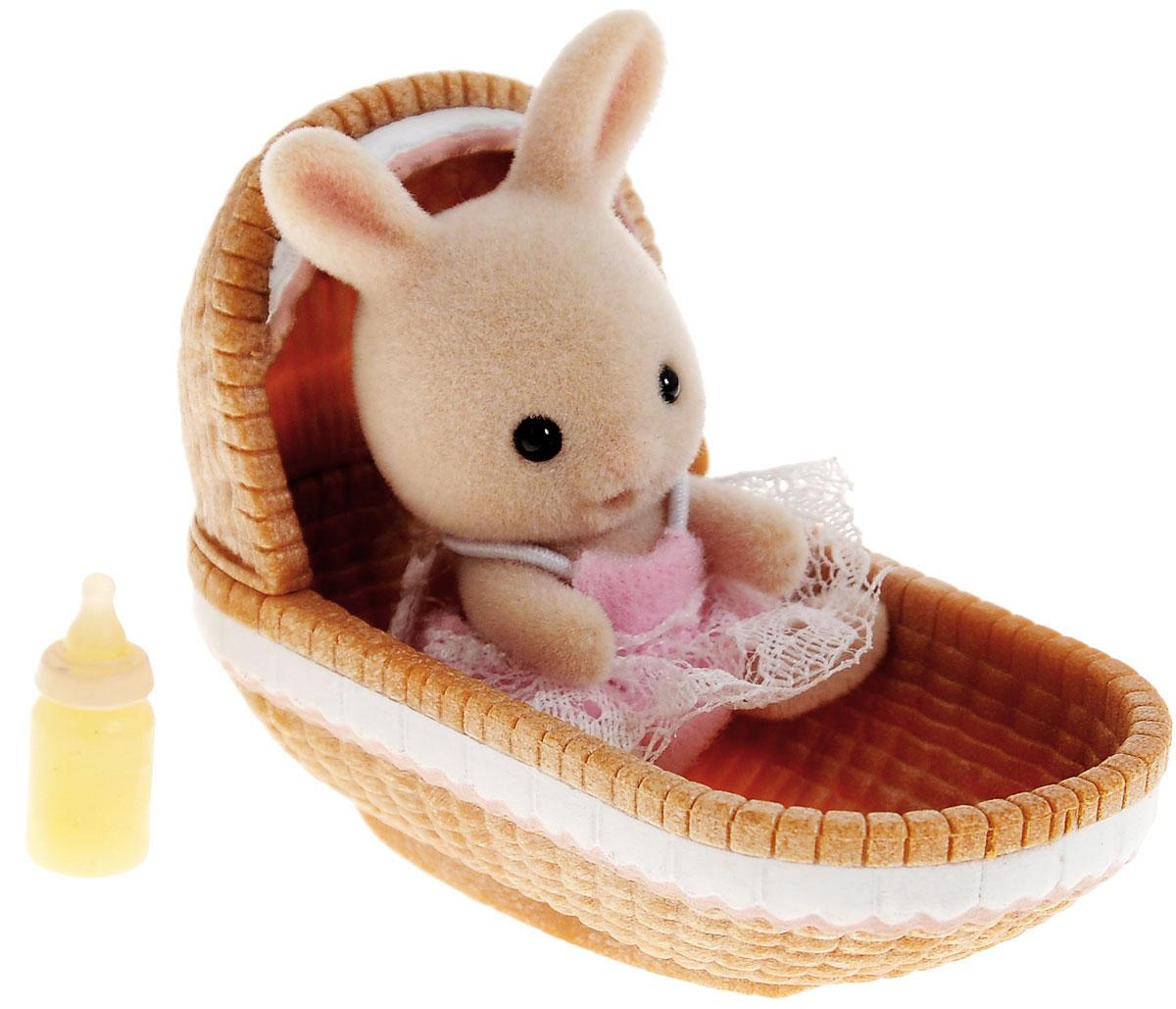 Sylvanian Families Фигурка Малыш крольчонок в люльке 3380