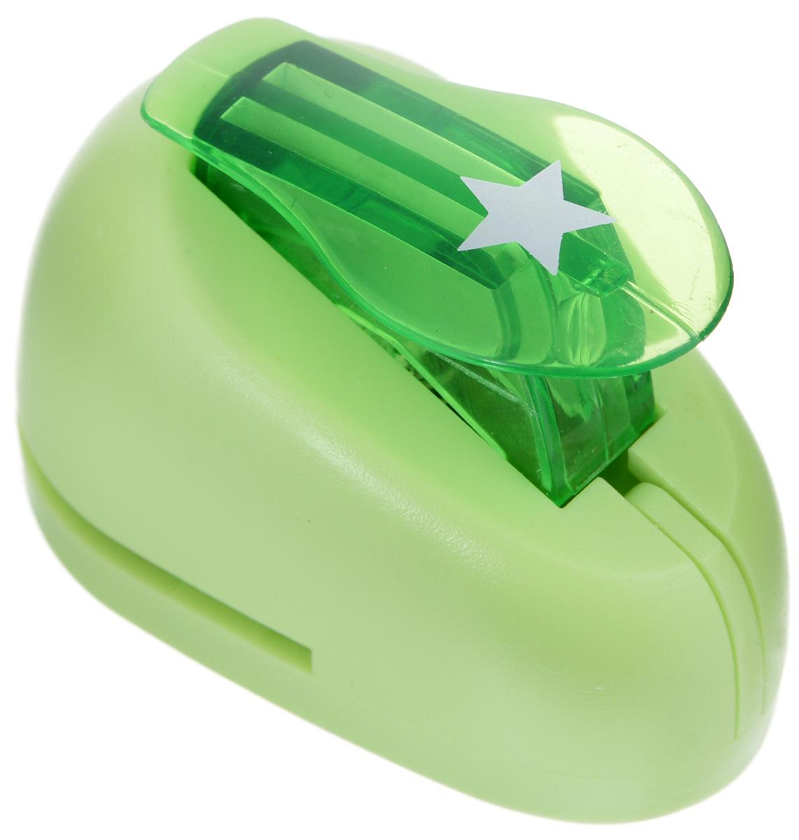 Дырокол фигурный Hobbyboom Звезда, цвет: салатовый, №68, 1 смCD-99XS-068_салатовыйДырокол фигурный Hobbyboom Звезда выполнен из прочного пластика и металла и используется в скрапбукинге для украшения открыток, карточек, коробочек и прочего. Применяется для прорезания фигурных отверстий в бумаге в форме звезд. Вырезанный элемент также можно использовать для украшения. Предназначен для бумаги плотностью от 80 до 200 г/м2. При применении на бумаге большей плотности или на картоне, дырокол быстро затупится. Чтобы заточить нож компостера, нужно прокомпостировать самую тонкую наждачку.Размер дырокола: 5 см х 4 см х 3 см. Размер готовой фигурки: 1 см х 1 см.