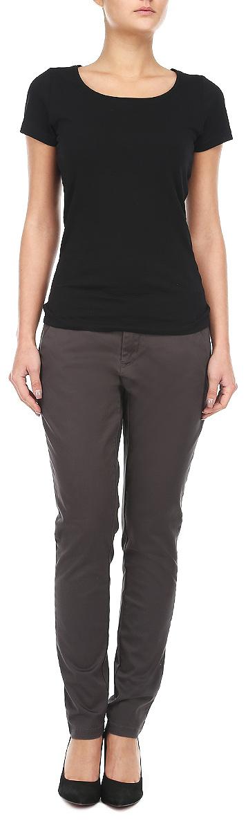 Брюки женские Broadway, цвет: серый. 10153215 861. Размер M (46)10153215 861Стильные женские брюки Broadway созданы специально для того, чтобы подчеркивать достоинства вашей фигуры. Брюки выполнены из натурального хлопка с добавлением эластана.Модель прямого кроя, немного заужены книзу, станет отличным дополнением к вашему современному образу. Застегиваются брюки на пуговицу в поясе и ширинку на застежке-молнии, имеются шлевки для ремня. Модель оформлена двумя боковыми втачными карманами и имитацией прорезных карманов сзади. Эти модные и в тоже время комфортные брюки послужат отличным дополнением к вашему гардеробу. В них вы всегда будете чувствовать себя уютно и комфортно.