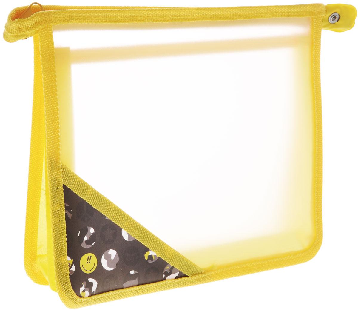 Proff Папка для тетрадей Smiley, цвет: желтый, формат А5SM15-P3Папка для тетрадей Proff Smiley поможет не растерять школьнику свои тетради, рисунки и прочие бумаги. Выполнена из прочного пластика и разделена на два отдела полупрозрачной перегородкой. Папка закрывается на застежку-молнию. На углу лицевой стороны нанесено изображение смайлика. Края папки окантованы мягкой текстильной тесьмой.