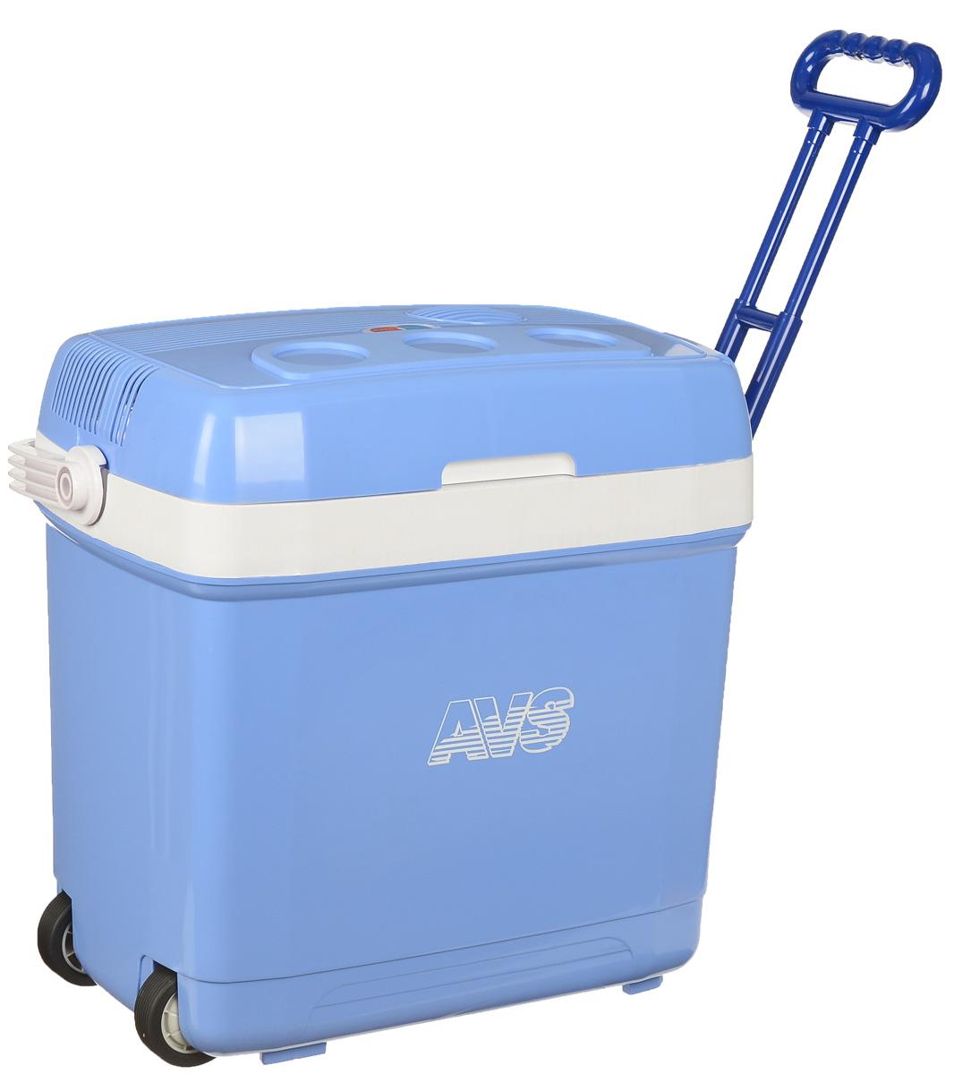 Холодильник автомобильный AVS CC-30B, с ручкой и колесиками, 30 лA80553SАвтомобильный холодильник AVS CC-30В - это незаменимый аксессуар для всех автомобилистов, которые долгое время проводят в дороге. Позволяет сохранить продукты и напитки, которые вы собираетесь взять в дальнюю поездку.Холодильник изготовлен из высокопрочной пластмассы. Вся изоляция выполнена из экологически чистых материалов. Устройство холодильника позволяет переключаться в режим нагрева с увеличением температуры внутри камеры до 65°С.Работает без компрессора и имеет встроенный контроль за состоянием аккумулятора автомобиля. Плотно прилегающая и фиксируемая крышка позволяет использовать холодильник с наибольшим КПД.Для наилучшего рекомендуется использовать аккумуляторы холода AVS.Питание: 220 В/12 В.Мощность в режиме охлаждения: 42 Вт.Емкость: 30 л.Принцип работы по эффекту Пельтье.Максимальное охлаждение: 15-18°С от температуры окружающей среды.Максимальный нагрев: до 65°С.Минимальная температура охлаждения: +5°С (при температуре окружающей среды не выше +23°С и непрерывной работе не менее 3 часов).Подстаканники на верхней крышке.Оснащен колесиками и ручкой.Вес: 6,25 кг.