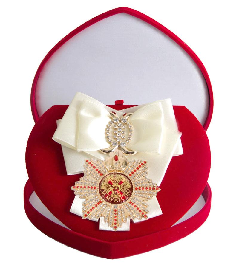 Большой Орден За мужество белая лента010120002/3Хороший памятный подарок - большой подарочный орден на атласной ленте, упакованный в изящный футляр.