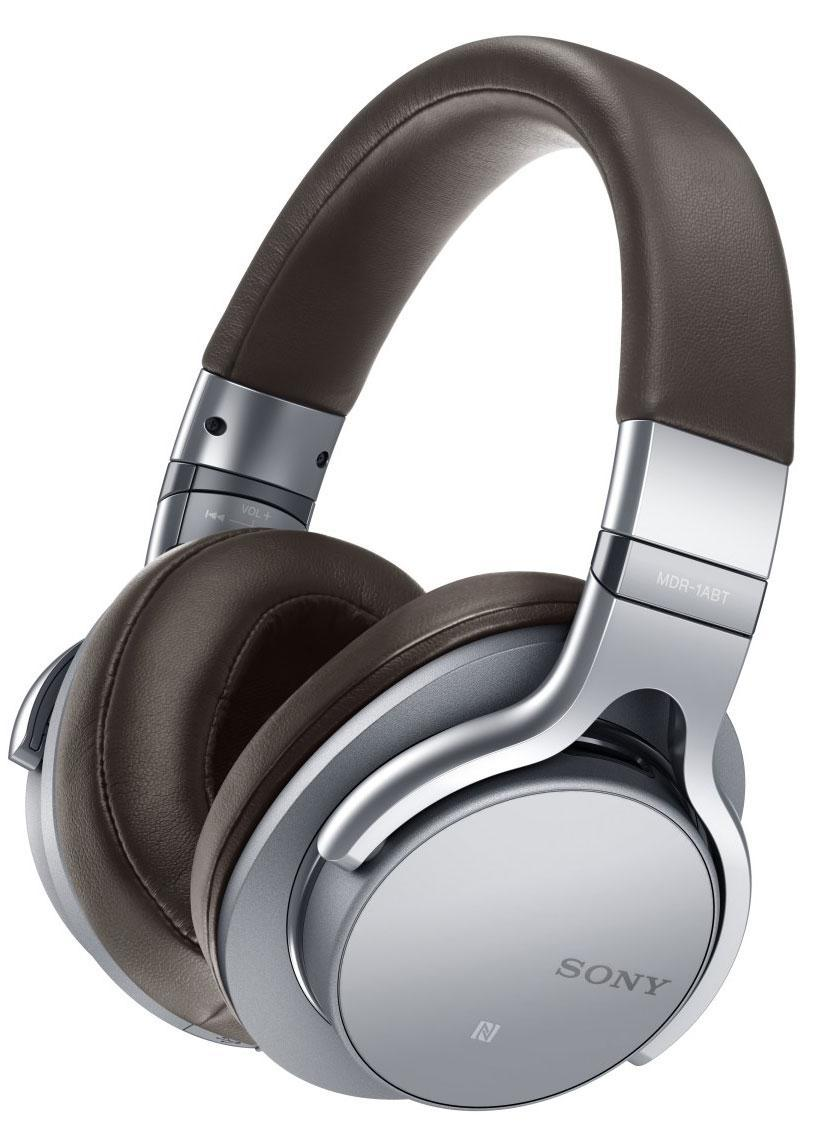 Sony MDR-1ABT, Silver наушникиMDR1ABTS.EМощные HD-динамики диаметром 40 мм с большими вентиляционнымиотверстиями воспроизводят пульсирующий,энергичный бас даже в самыхсложных музыкальных записях.Легкий и прочный диффузор изЖК-полимерной пленки характеризуется очень коротким временем отклика,что обеспечивает насыщенность и естественность вокальных партий ичастот среднего диапазона.Сделайте громче и слушайте музыку вмаксимальной детализации на всем диапазоне.Сенсорное управление дляпростоты и комфорта работыУправлять музыкой теперь еще прощеблагодаря удобному сенсорному интерфейсу.Коснитесь чашки наушниковдля воспроизведения или паузы;проведите пальцем влево иливправо для перехода к нужному треку;проведите пальцем, не отрываяруки, для поиска нужного момента в композиции;настройте уровеньгромкости, проведя пальцем вверх или вниз.Все самые необходимыефункции на кончиках ваших пальцев - вам больше не придетсяразыскивать кнопки управления на устройстве.