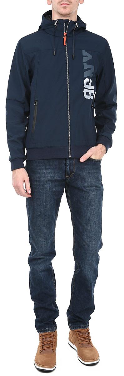 Куртка мужская Broadway, цвет: синий. 10151381 599-navy orig.. Размер S (46)10151381 599-navy orig.Стильная мужская куртка Broadway - прекрасный вариант для повседневного использования, который обеспечит вам комфорт в прохладную погоду. Ее дизайн разработан специально для энергичных спортивных мужчин. Модель свободного кроя, изготовлена из высококачественных материалов и застегивается на застёжку-молнию по всей длине изделия. Лицевая сторона куртки гладкая, внутренняя - флисовая. Регулируемый капюшон с подкладкой, эластичная резинка понизу и на манжетах, обеспечивают дополнительную защиту от ветра и холода. Спереди расположены врезные карманы на молнии. Декорирована куртка надписью 86 NV. Эта куртка послужит отличным дополнением к вашему гардеробу.