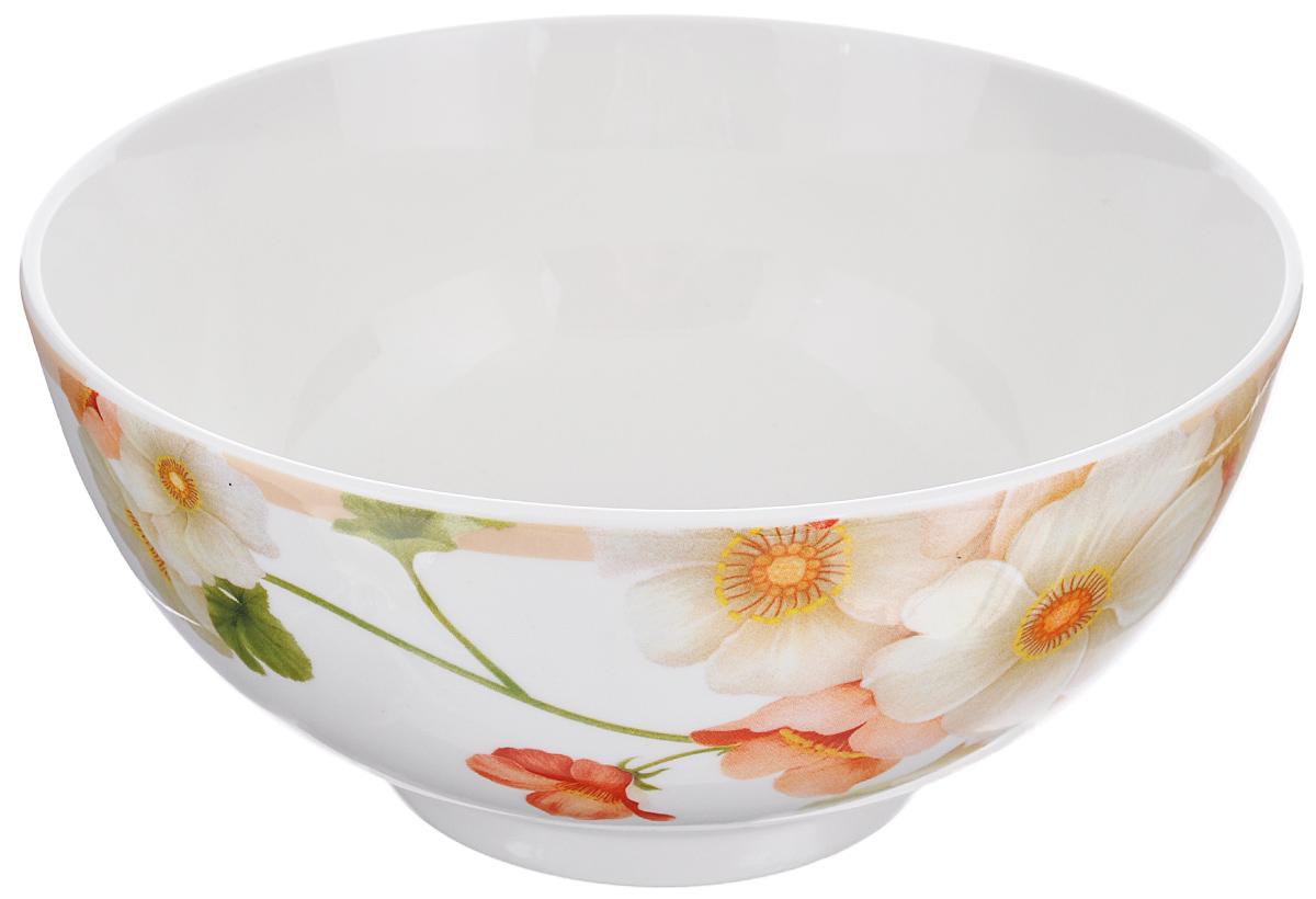 Салатница Nanshan Porcelain Мальва, цвет: белый, кремовый, зеленый, диаметр 20 смGNNSML01800Салатница Nanshan Porcelain Мальва изготовлена из твердого фарфора с подглазурной деколью, которая защищает рисунок от истирания и продлевает срок эксплуатации посуды. Изделие безопасно для здоровья и окружающей среды, не содержит свинец и кадмий. Внешние стенки оформлены изящным рисунком. Такая салатница прекрасно подходит для холодных и горячих блюд: каш, хлопьев, супов, салатов. Она дополнит коллекцию вашей кухонной посуды и будет служить долгие годы. Можно использовать в посудомоечной машине и СВЧ.