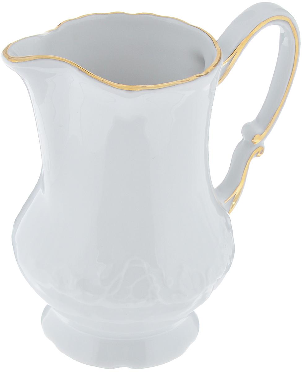 """Молочник La Rose Des Sables """"Vendanges"""" изготовлен из высококачественного  фарфора. Украшен рельефным изображением цветов. Предназначен для подачи  сливок и молока.  Элегантный молочник изящного, но в тоже время простого дизайна, станет  прекрасным  украшением стола к чаепитию.  Не использовать в СВЧ и посудомоечной машине. Размер молочника (по верхнему краю): 7 см х 5,5 см. Высота молочника: 11,5 см. Объем молочника: 220 мл."""