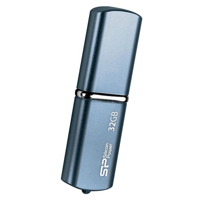 Silicon Power LuxMini 720 32GB, Dark Blue USB-накопительSP032GBUF2720V1DSilicon Power LuxMini 720 отличается уникальным модным дизайном металлического корпуса с блестящей поверхностью и плавными дугообразными краями. Дизайн накопителя и новые цвета - персиковый, ярко-голубой и бронзовый, призваны выразить индивидуальность пользователей.Модель Silicon Power LuxMini 720 удобна в переноске, пользователи могут использовать накопитель в качестве модного аксессуара на связке ключей или на цепочке. USB накопитель доступен емкостью от 4 ГБ до 32 ГБ и отвечает требованиям различных пользователей.
