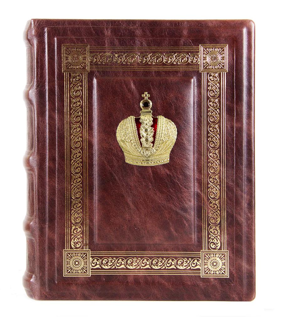 Фотоальбом кож. с тиснением Корона в коробке110601017/1Фотоальбом (кожа) с накладкой в футляре, картонные листы с вырубкой для фотографий 25шт.